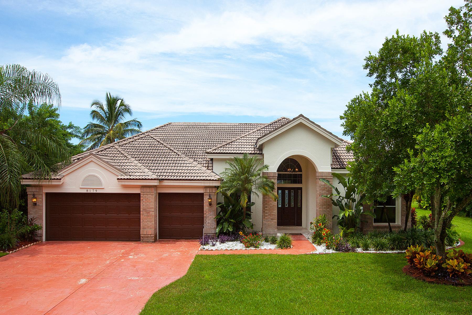 단독 가정 주택 용 매매 에 8179 Wilshire Lakes Blvd , Naples, FL 34109 8179 Wilshire Lakes Blvd Naples, 플로리다 34109 미국
