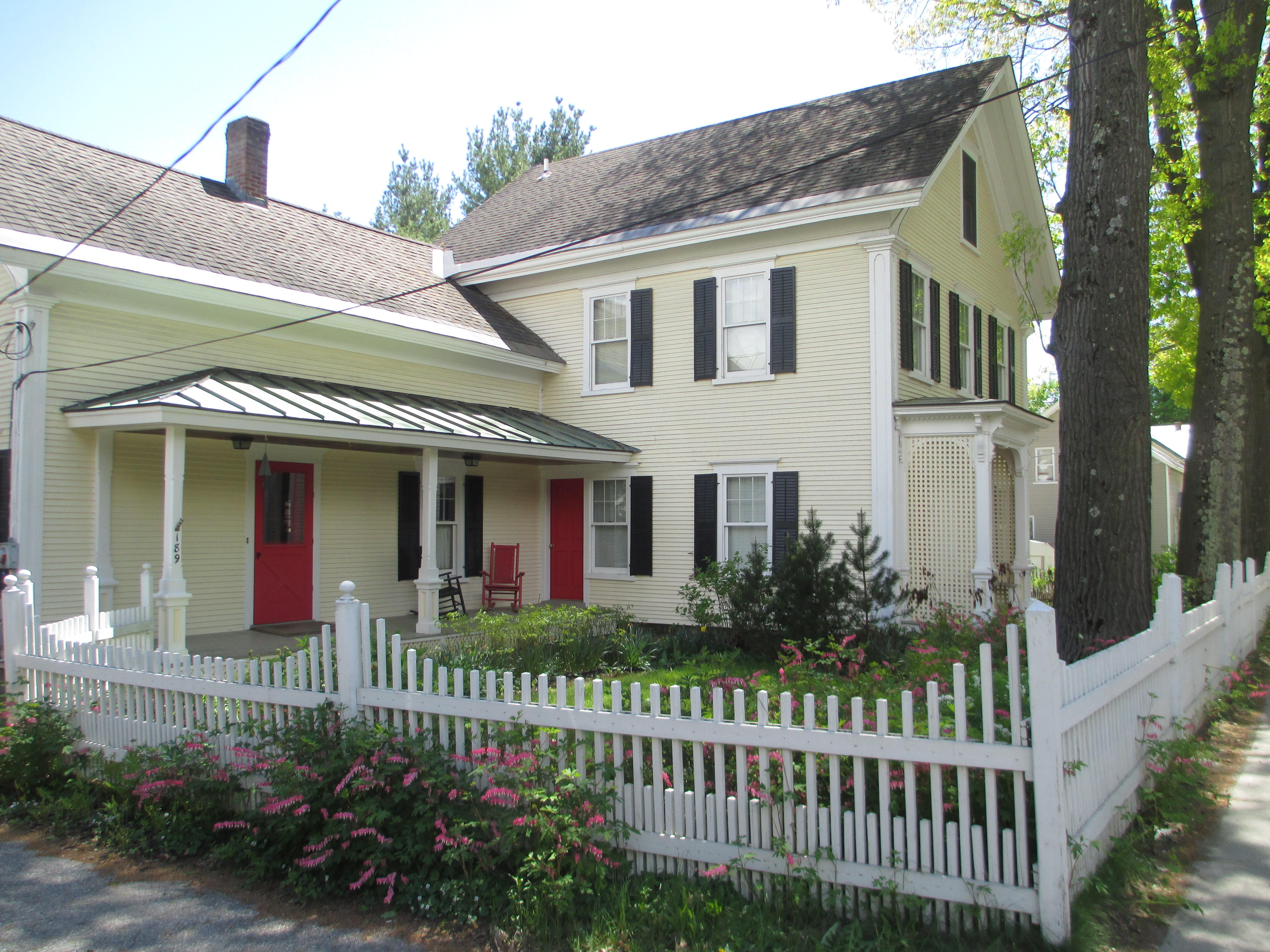 獨棟家庭住宅 為 出售 在 189 Main St, Richford Richford, 佛蒙特州 05476 美國