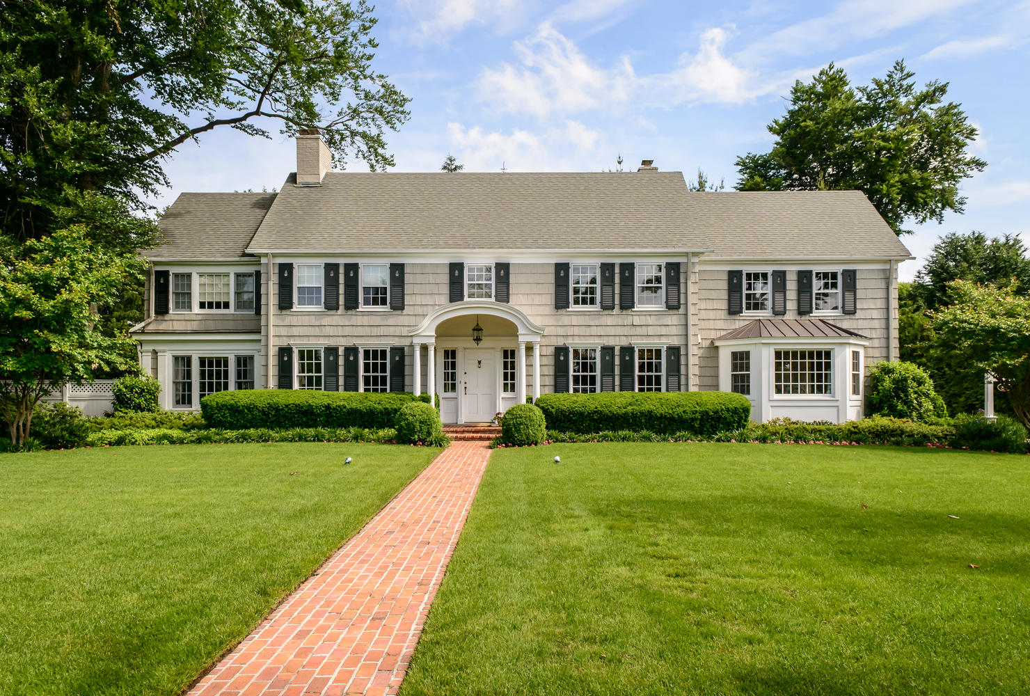 Single Family Home for Sale at Colonial 87 10th St Garden City, New York, 11530 United States