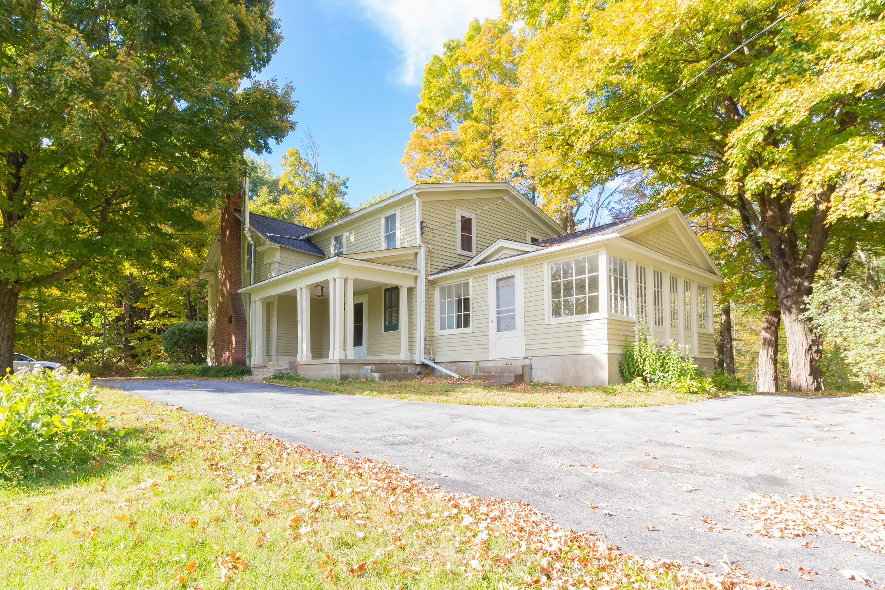 Additional photo for property listing at Quaint and Refined Rustic Colonial Home 172  Paisley Rd Ballston Spa, New York 12020 États-Unis