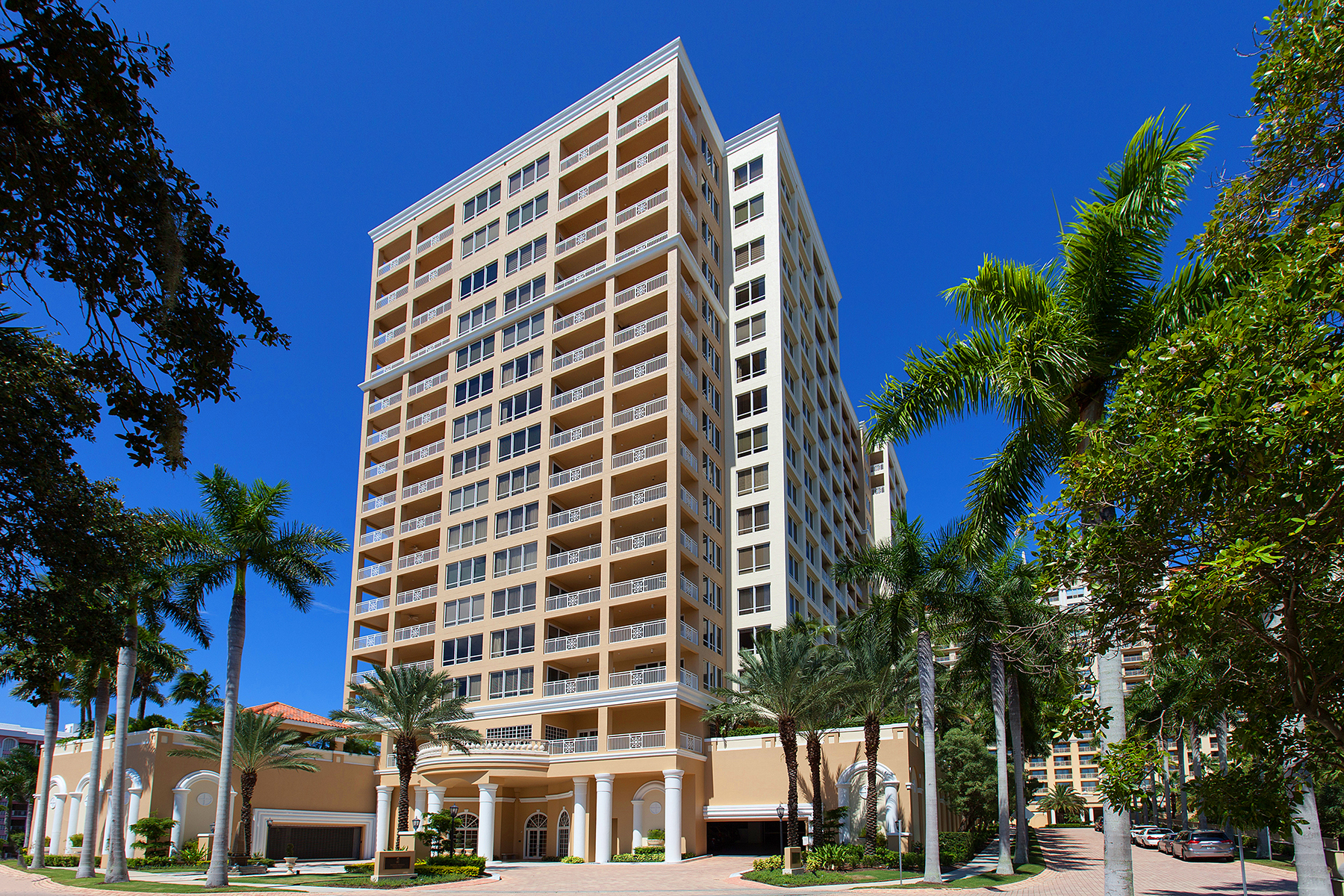 콘도미니엄 용 매매 에 THE TOWER RESIDENCES 35 Watergate Dr 704 Sarasota, 플로리다, 34236 미국