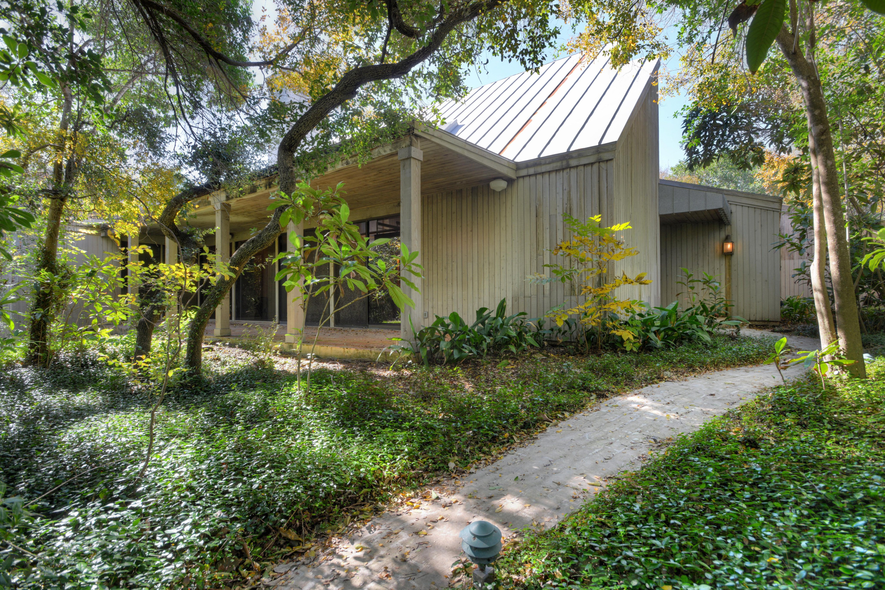 Single Family Home for Sale at Stunning Home in Northwood 8101 Countryside Dr Northwood, San Antonio, Texas, 78209 United States