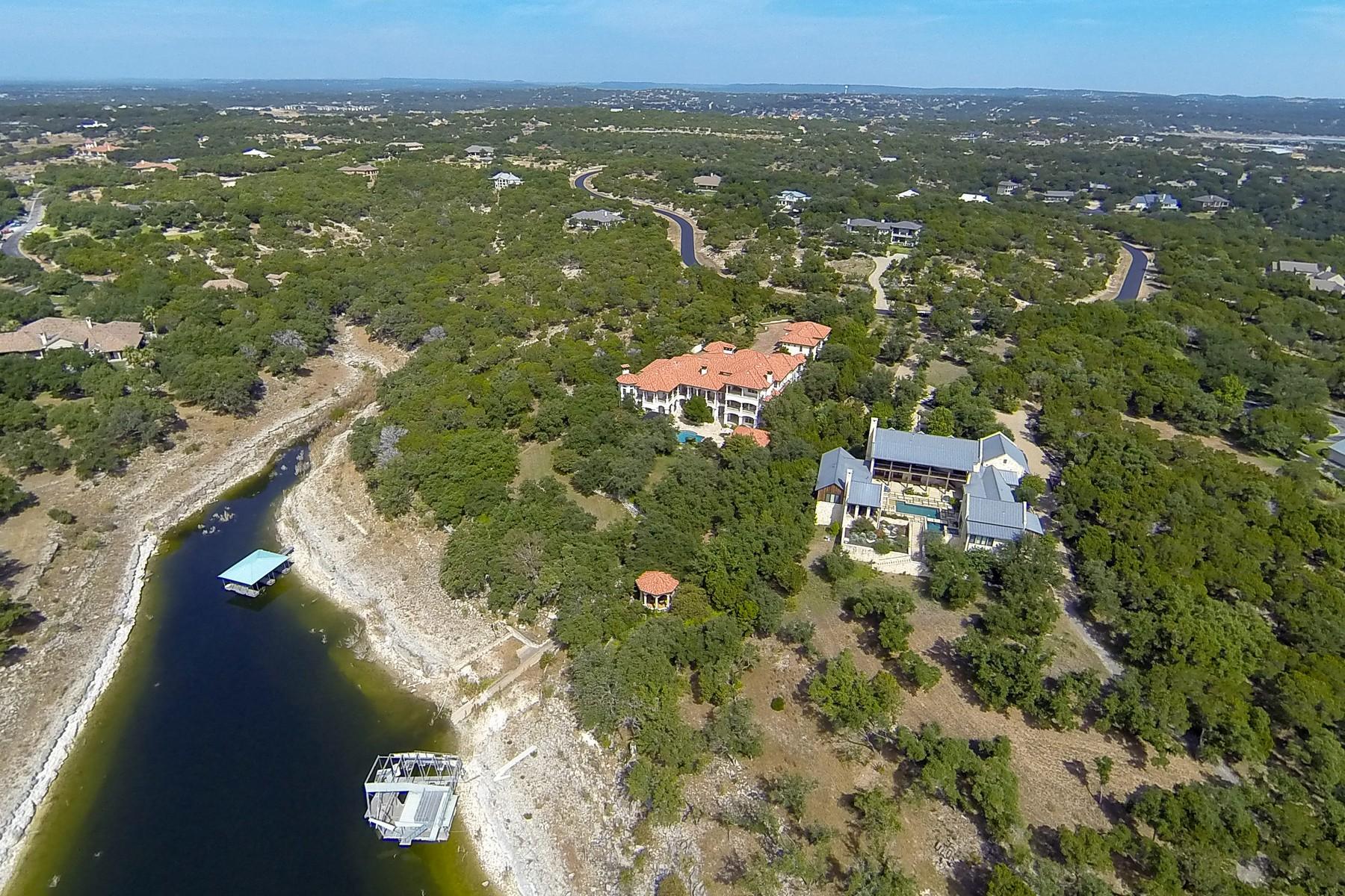 Maison unifamiliale pour l Vente à Regal Lake Travis Waterfront Estate 19544 Sandcastle Dr Spicewood, Texas 78669 États-Unis
