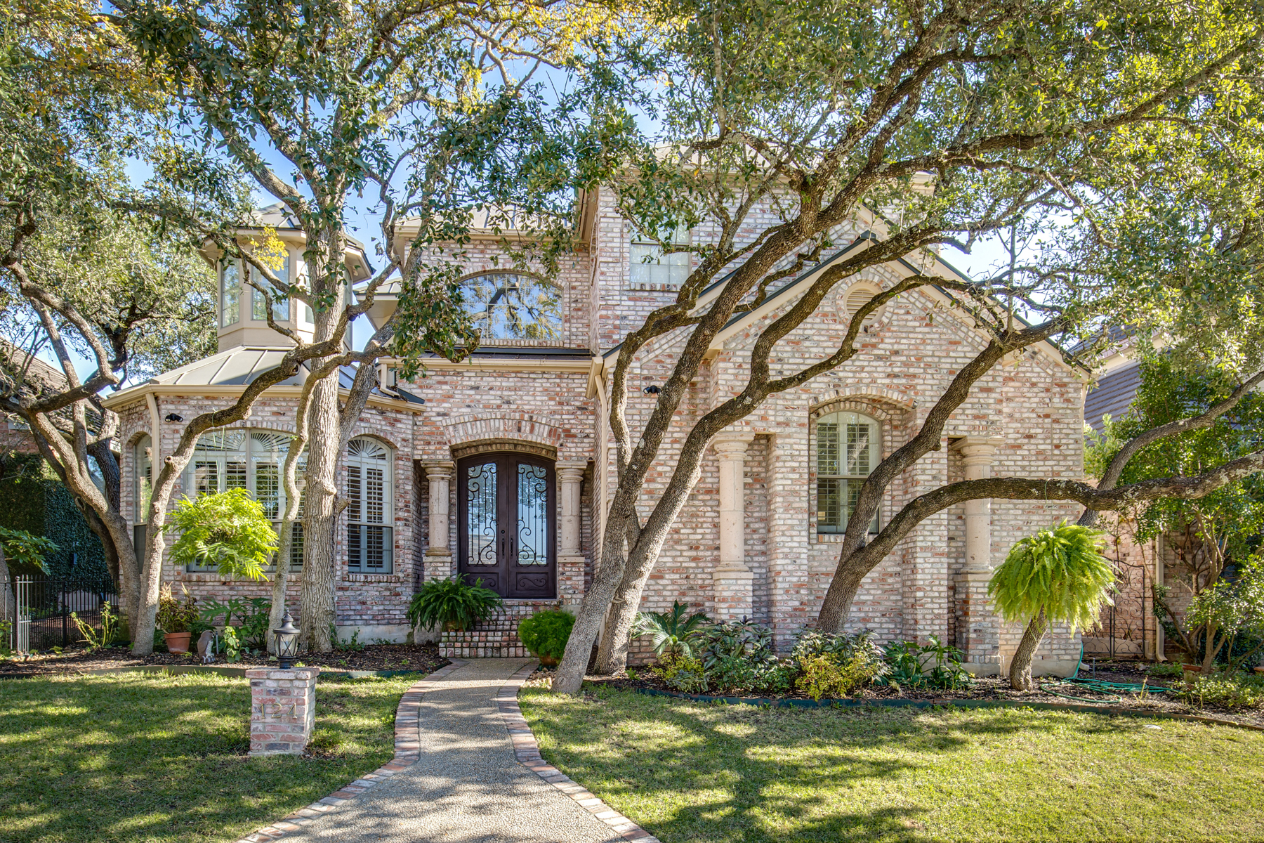 Single Family Home for Sale at Timeless Home in The Dominion 124 Westcourt Ln San Antonio, Texas 78257 United States