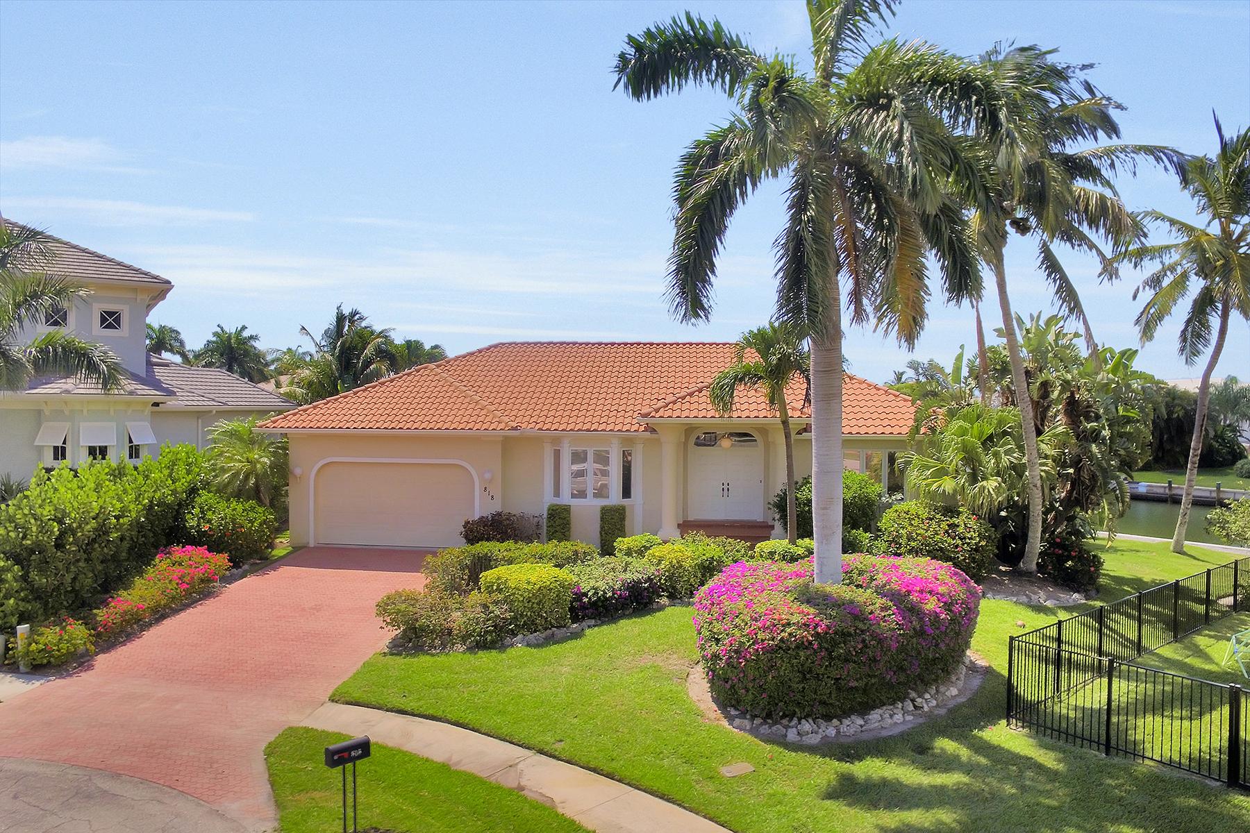 단독 가정 주택 용 매매 에 MARCO ISLAND - MAGNOLIA COURT 818 Magnolia Ct Marco Island, 플로리다, 34145 미국