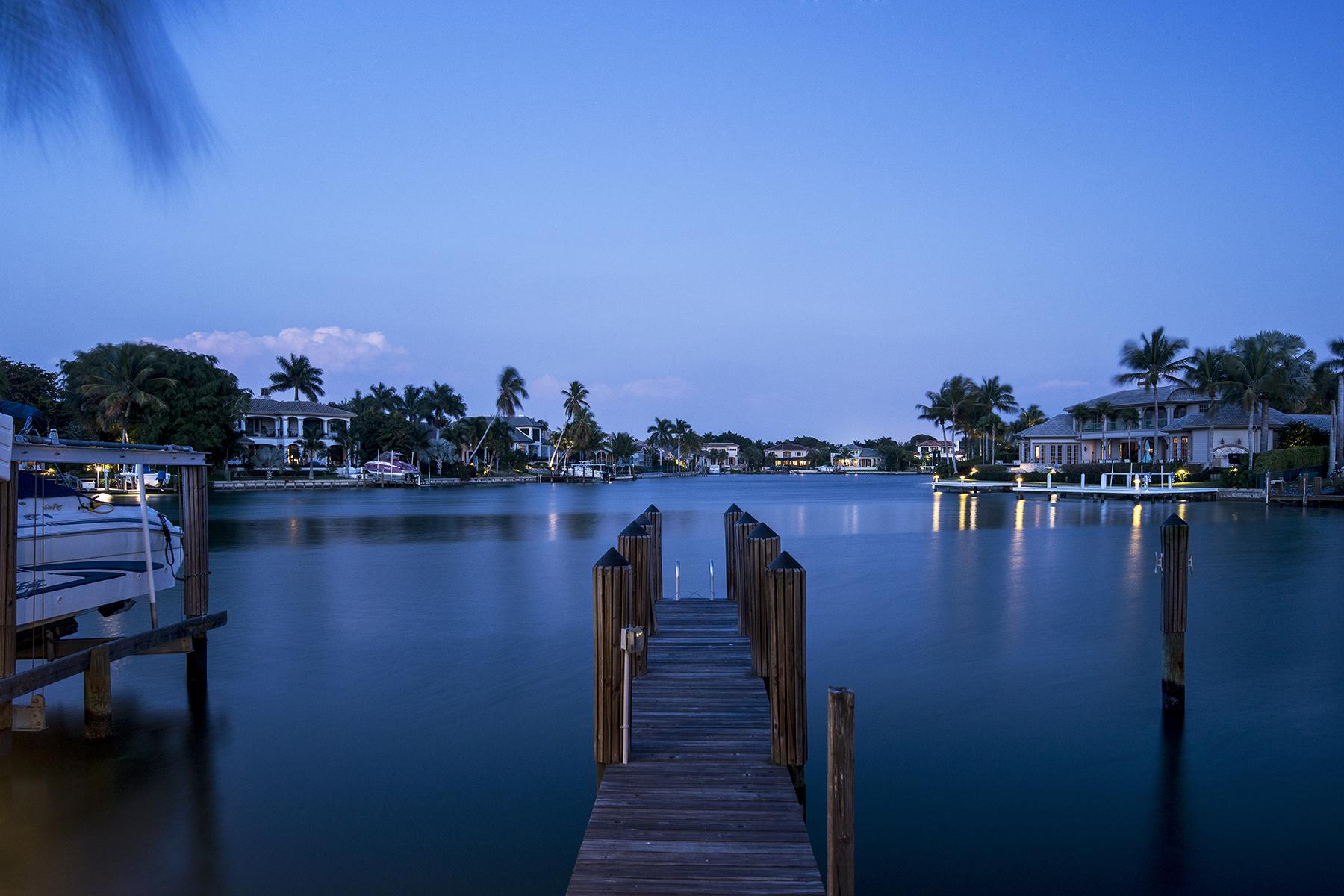 コンドミニアム のために 売買 アット MOORINGS-BLVD. CLUB CONDO 1900 Gulf Shore Blvd N 302 Naples, フロリダ 34102 アメリカ合衆国