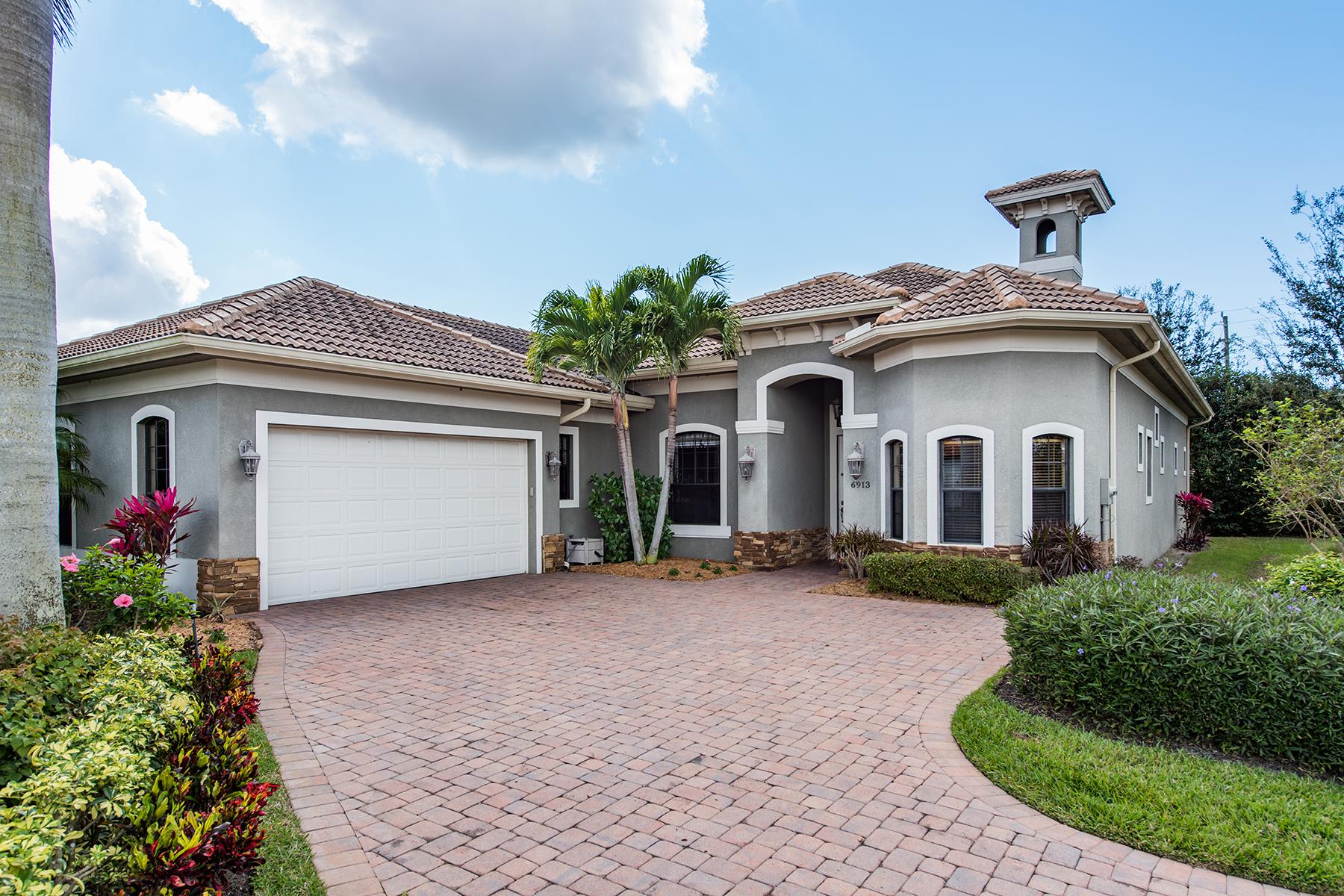 独户住宅 为 销售 在 IL REGALO CIRCLE 6913 Il Regalo Cir 那不勒斯, 佛罗里达州, 34109 美国