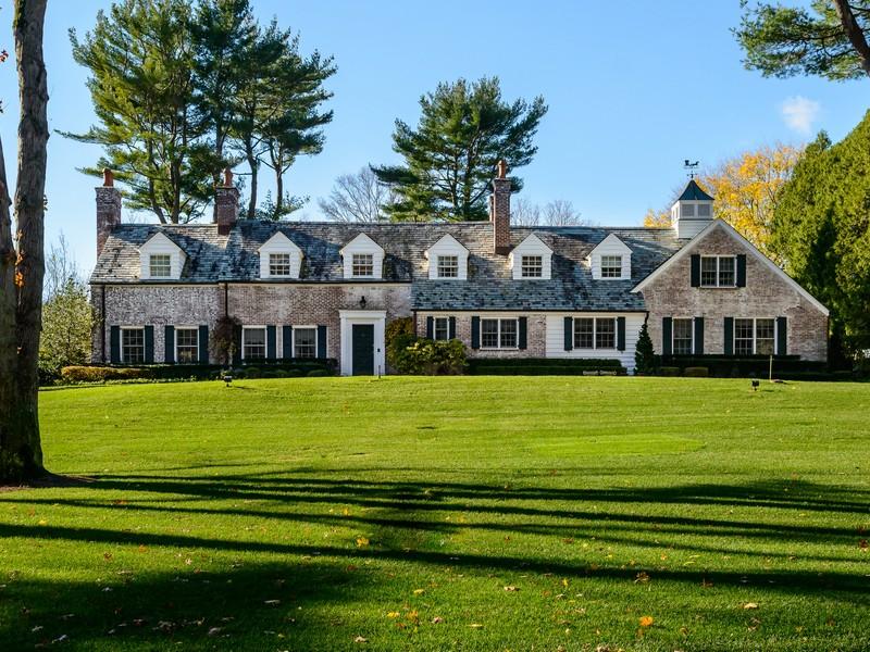 Casa para uma família para Venda às Colonial Brookville, Nova York 11545 Estados Unidos