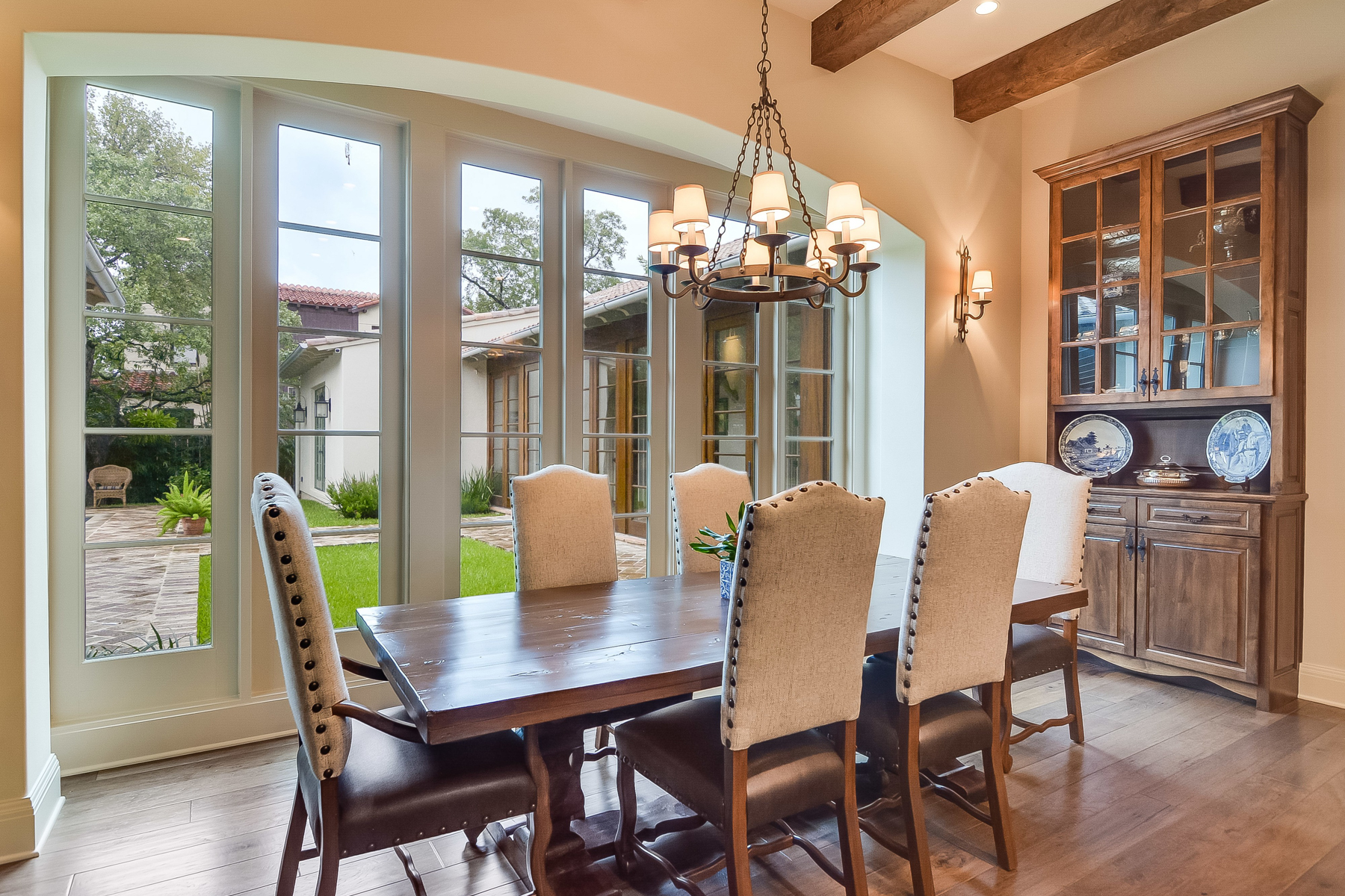 Additional photo for property listing at Gorgeous Home in Alamo Heights 865 Estes Ave San Antonio, Texas 78209 United States