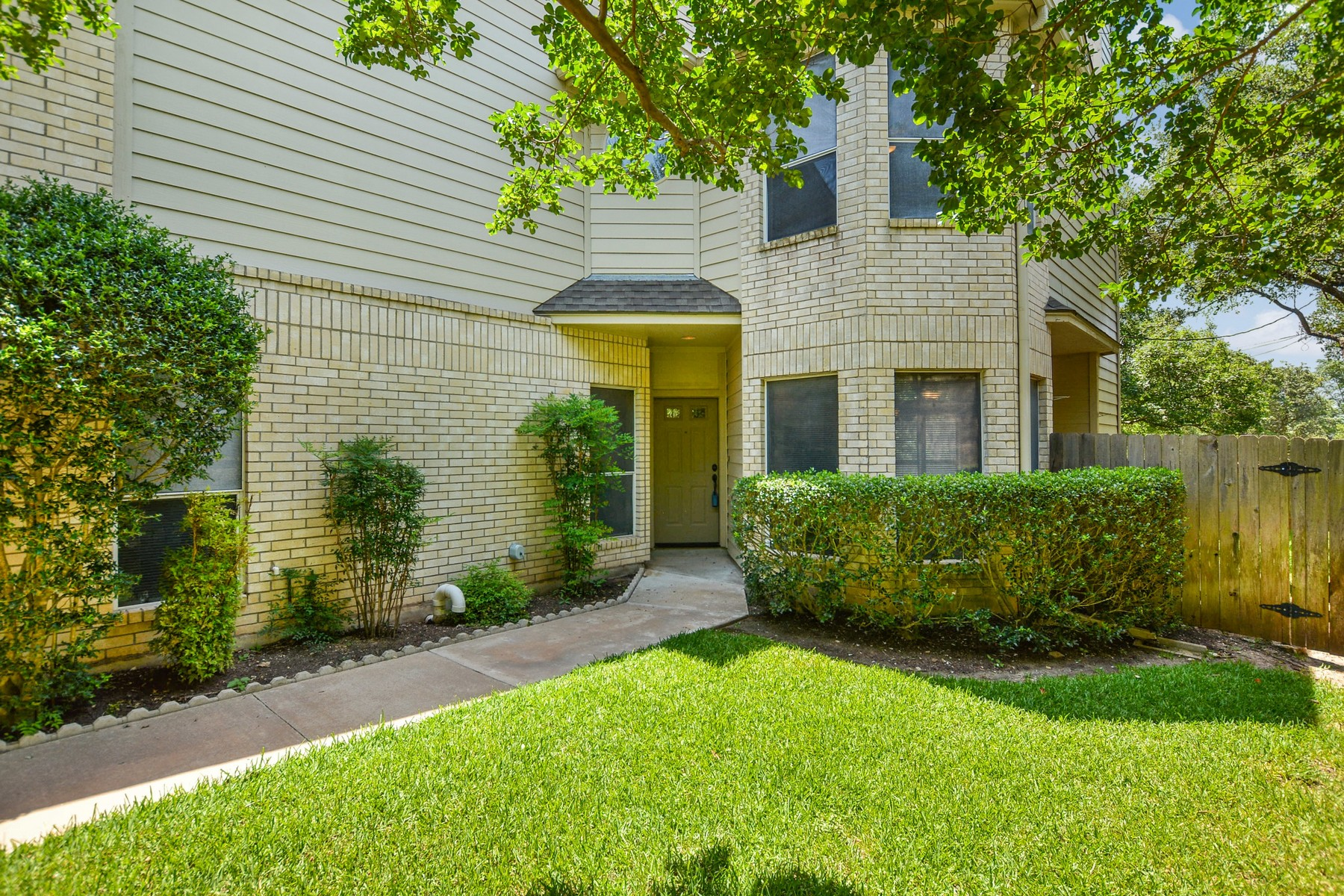 Additional photo for property listing at Unique Condo at the Foothills of Great Hills 5711 Taylor Draper Cv B Austin, Texas 78759 Estados Unidos
