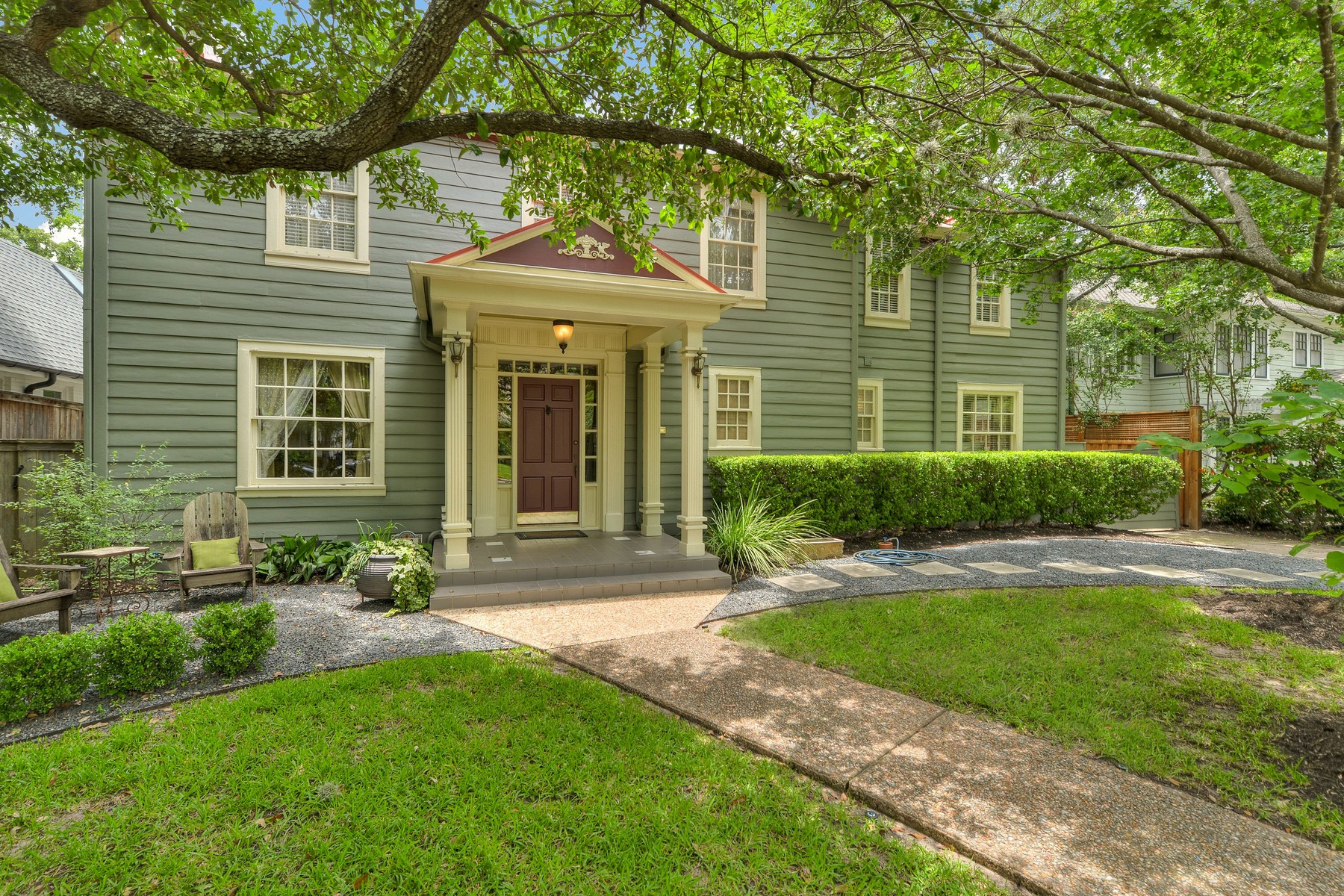 Moradia para Venda às Spacious 1930s Colonial Revival in Aldridge Place 103 W 32nd St Austin, Texas, 78705 Estados Unidos