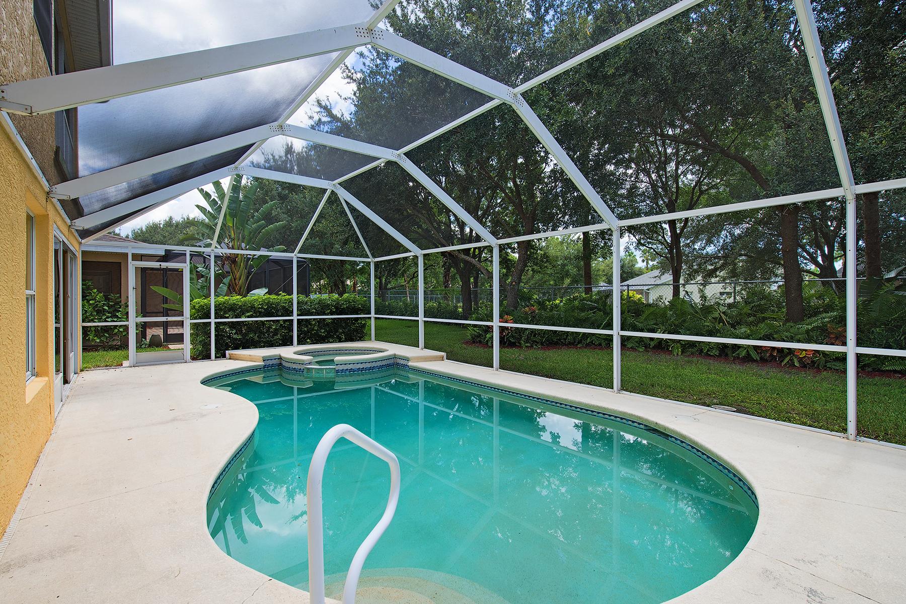 Casa para uma família para Venda às Indigo Lakes 15093 Topsail Ct Naples, Florida 34119 Estados Unidos