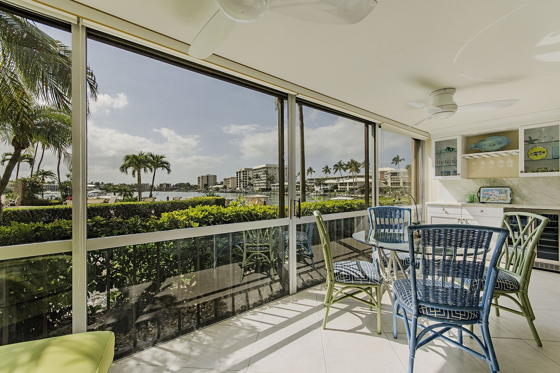 Condominio per Vendita alle ore MOORINGS - COMMODORE CLUB 222 Harbour Dr 109 Naples, Florida 34103 Stati Uniti