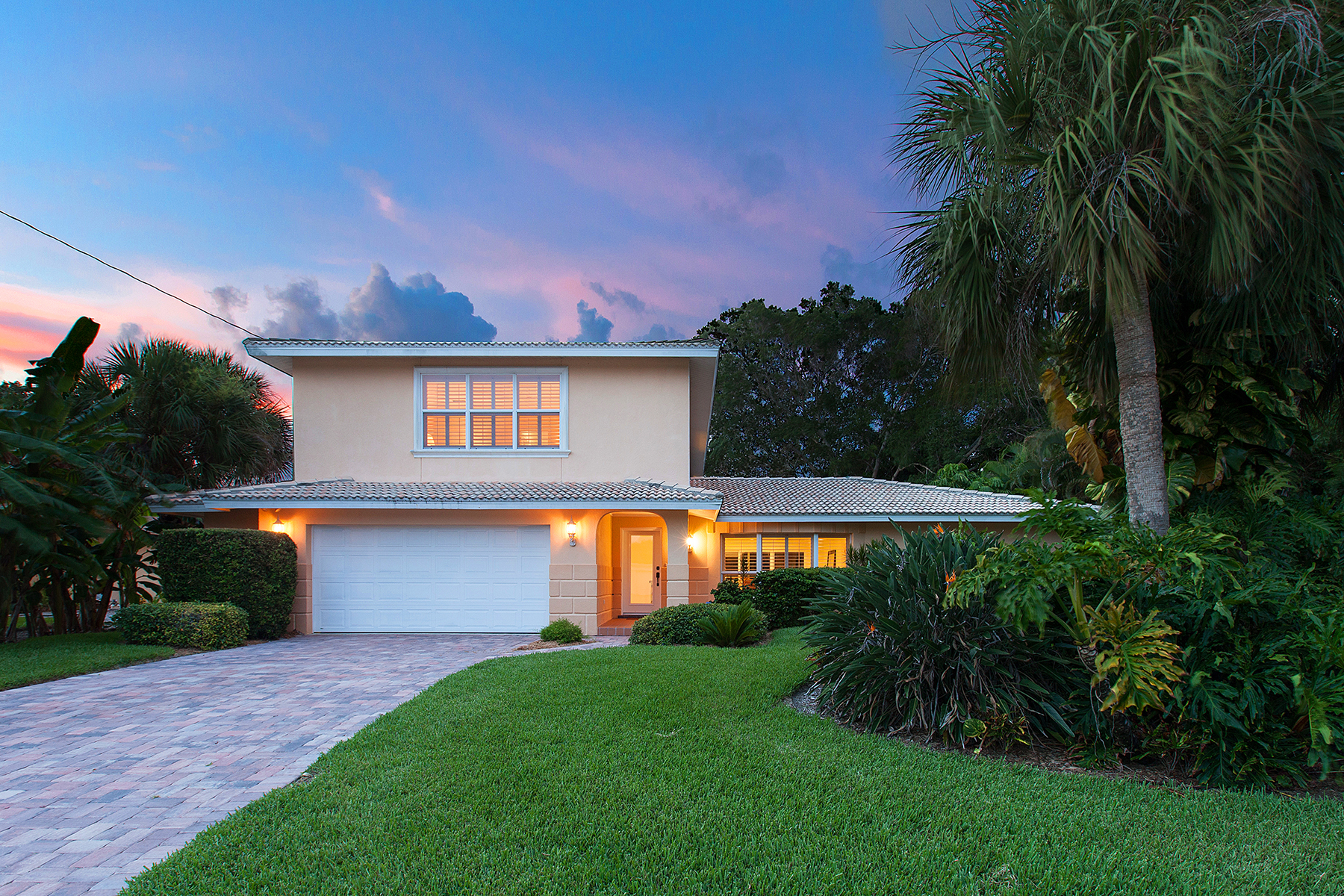 Single Family Home for Sale at SIESTA ISLES 813 Idlewild Way Sarasota, Florida 34242 United States