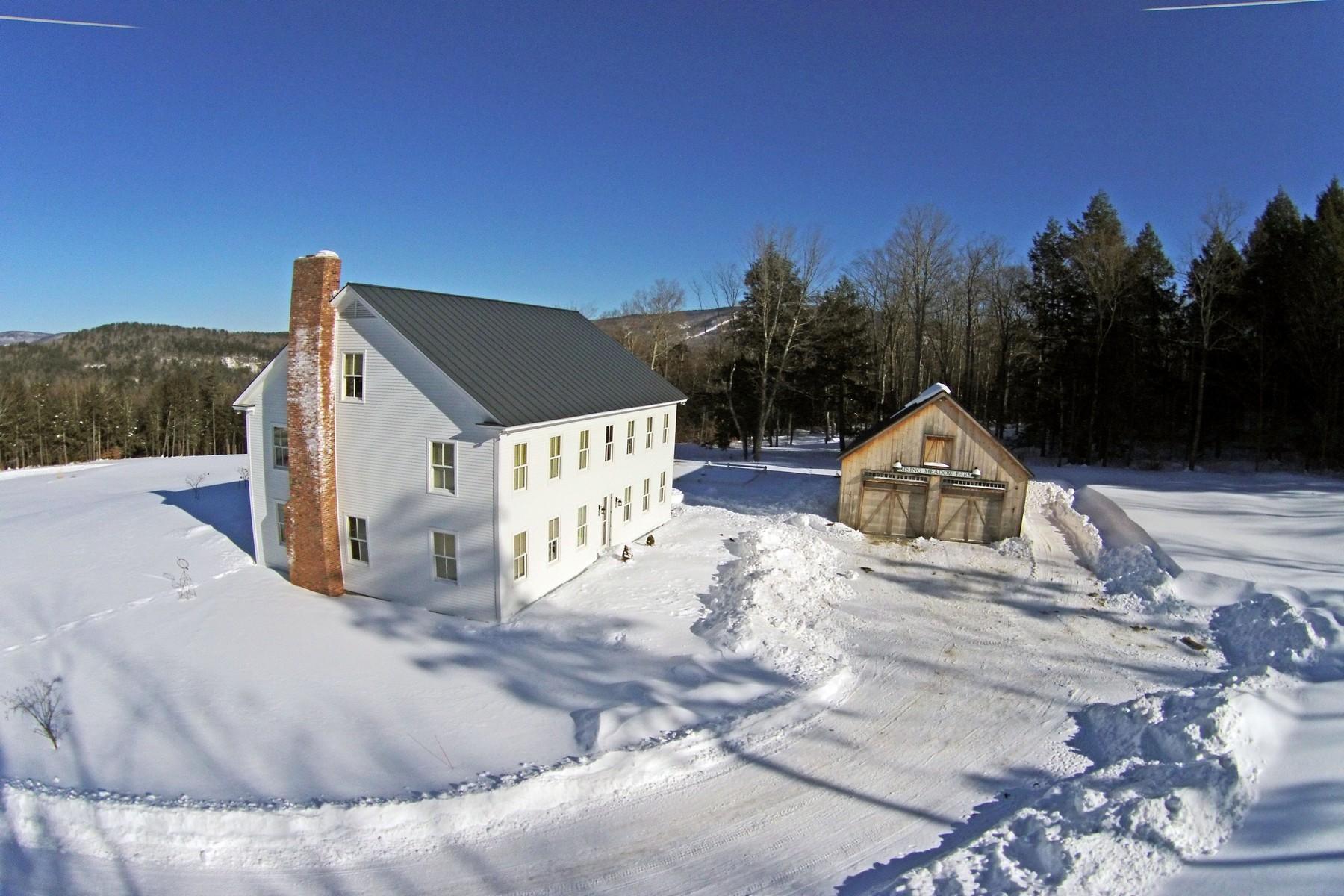 Maison unifamiliale pour l Vente à Quintessential Vermont 2570 Winhall Hollow Rd Londonderry, Vermont, 05155 États-Unis