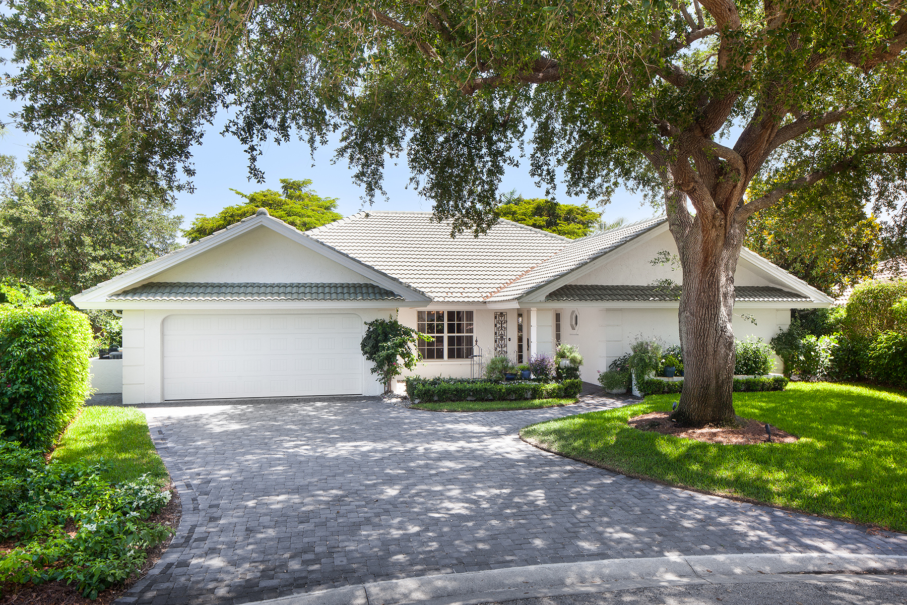 sales property at 816 Bentwood Dr , Naples, FL 34108