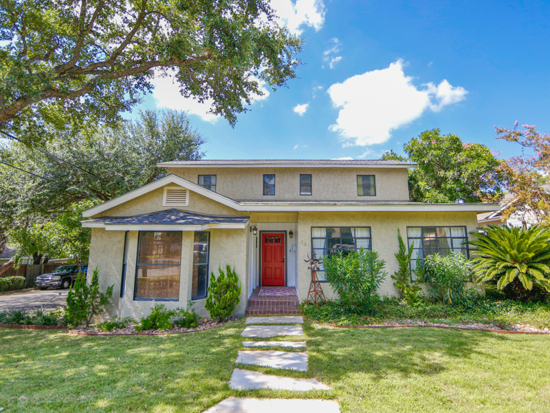 Single Family Home for Sale at Fantastic Home in Alamo Heights 441 Normandy Ave Alamo Heights, Texas 78209 United States