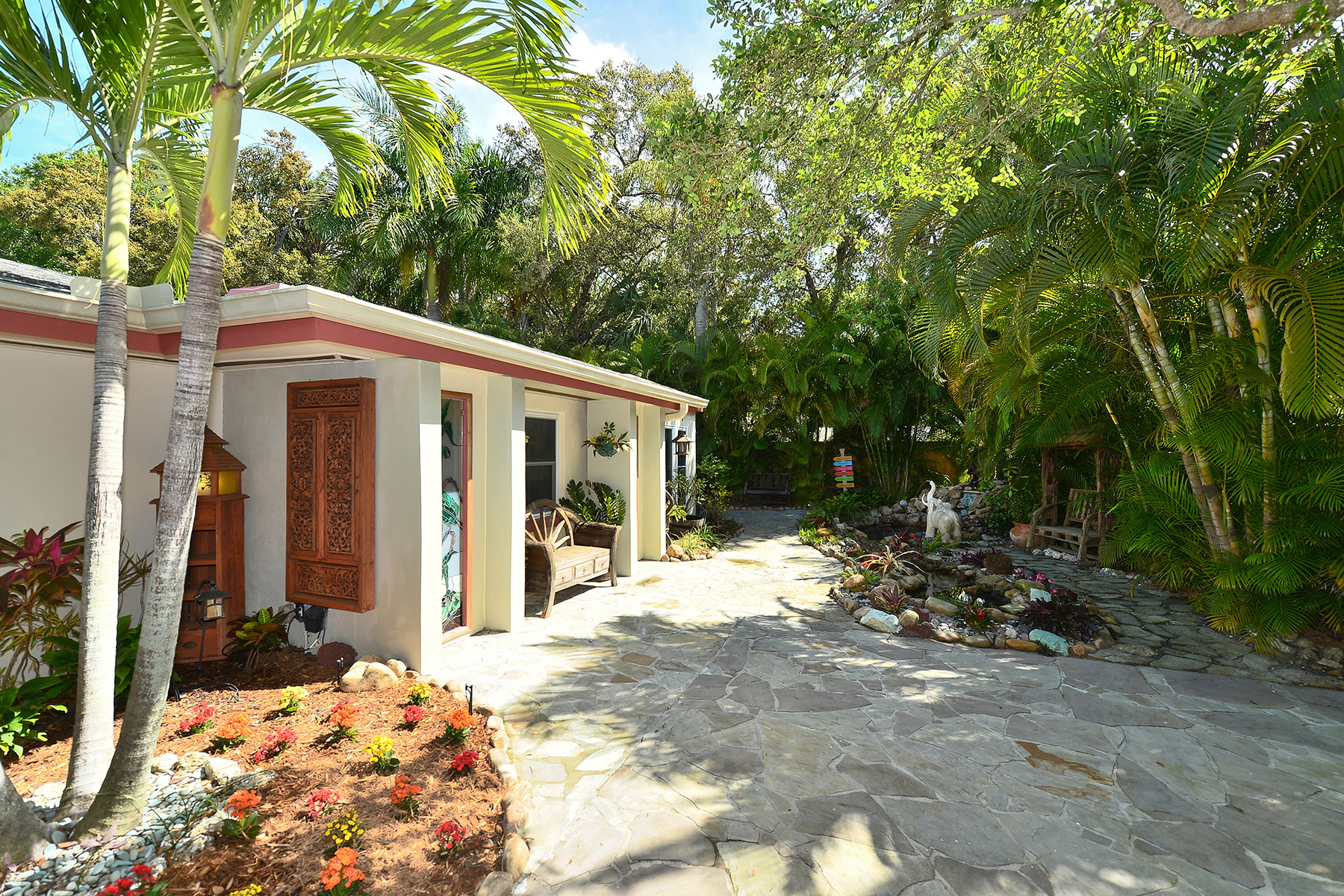 Single Family Home for Sale at HARBOR ACRES 1571 Hillview Dr Sarasota, Florida 34239 United States