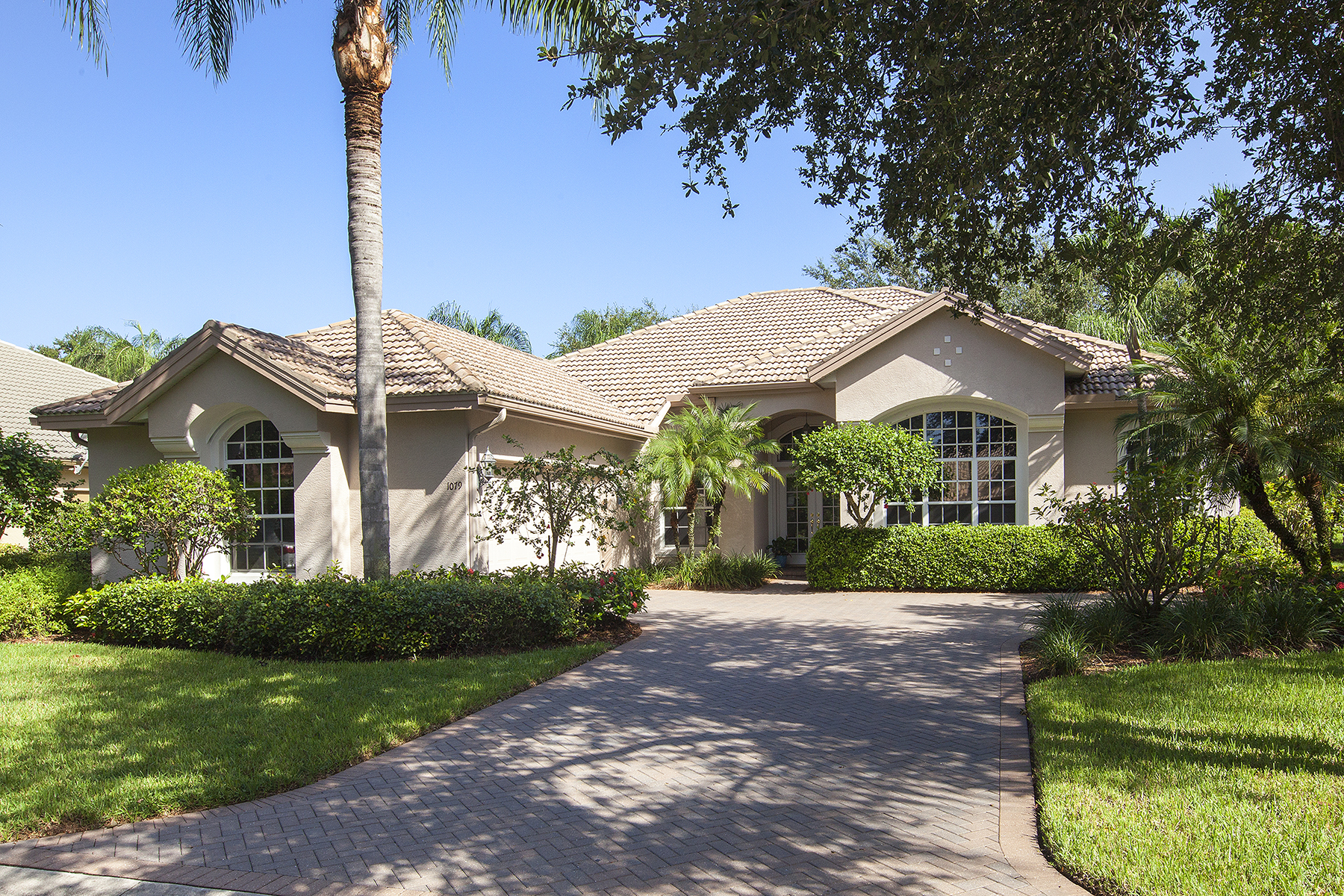独户住宅 为 销售 在 Vineyards 1079 Camelot Cir 那不勒斯, 佛罗里达州, 34119 美国