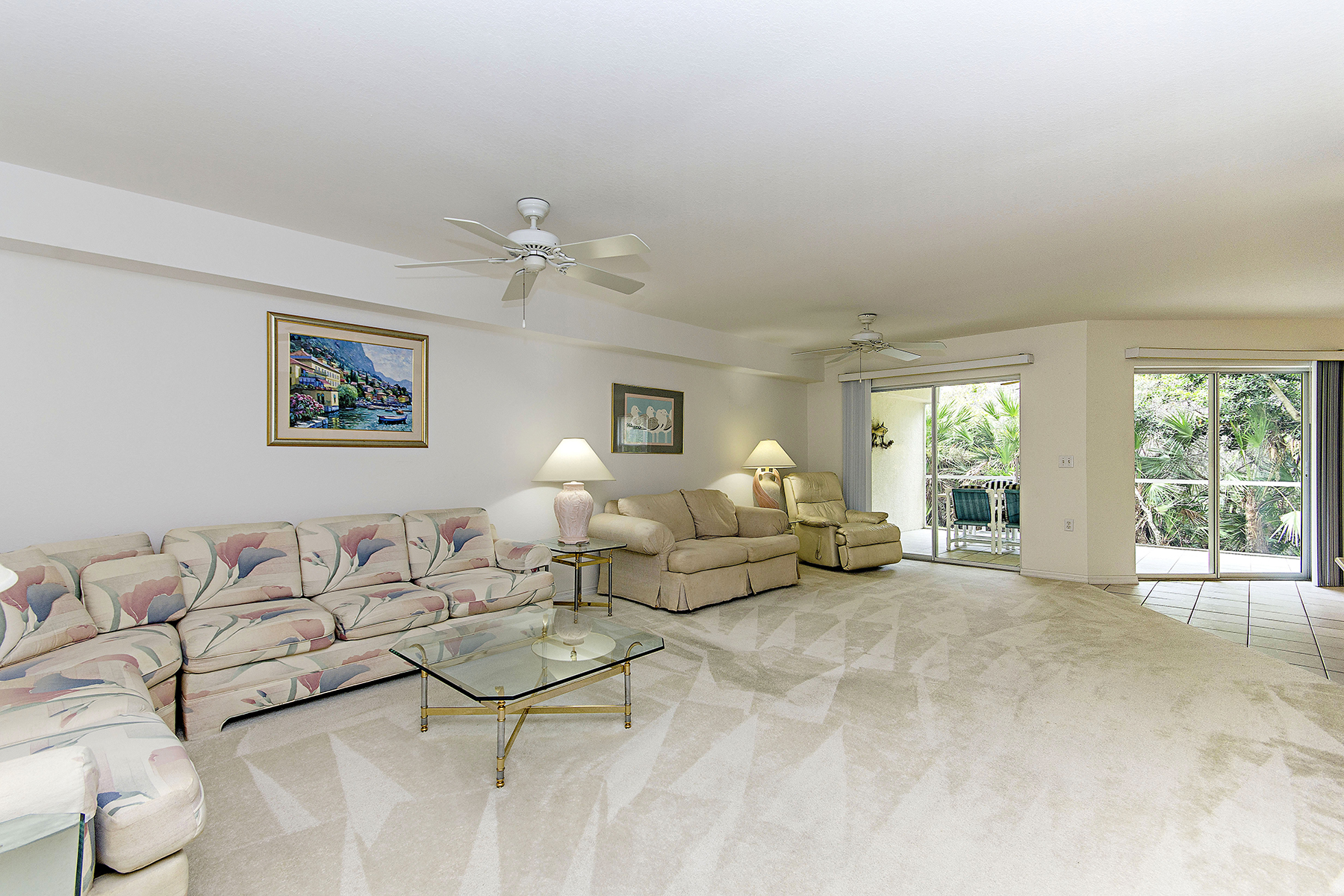 Condominio por un Venta en Bay Forest 15495 Cedarwood Ln 9-106 Naples, Florida, 34110 Estados Unidos