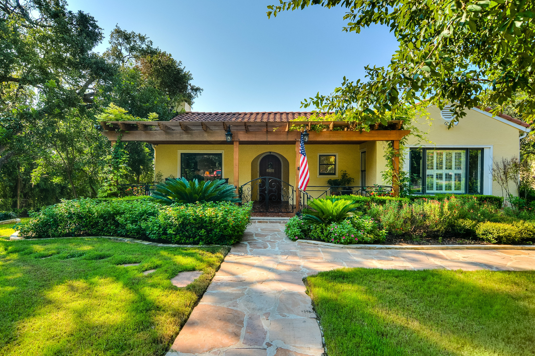 Single Family Home for Sale at Impeccable Home in Sunset Hills 230 Skyview Dr W San Antonio, Texas 78228 United States