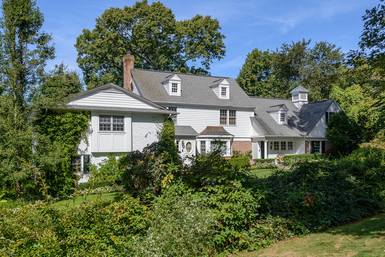 Maison unifamiliale pour l Vente à Colonial 6 Ivy Ct Brookville, New York 11545 États-Unis