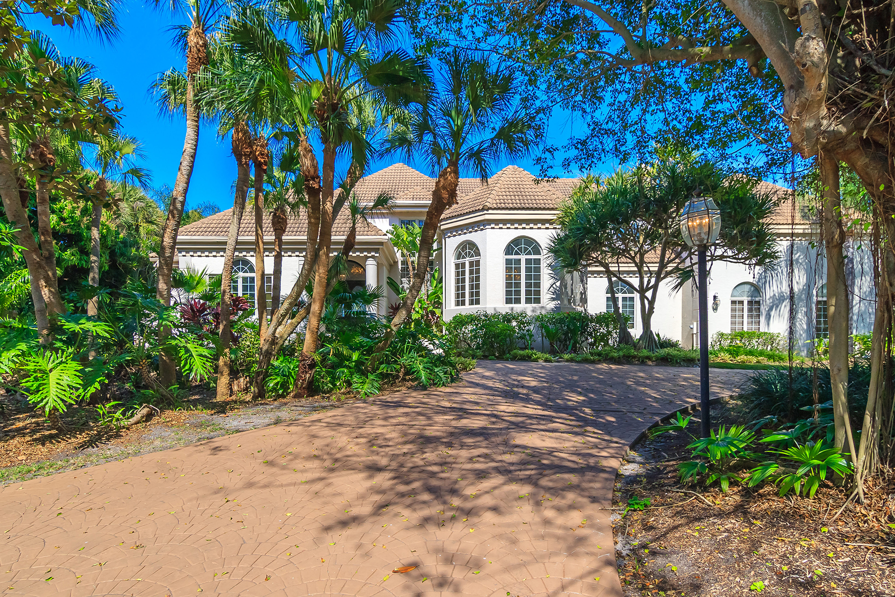 Casa Unifamiliar por un Venta en BAY ISLES - LONGBOAT KEY 501 Harbor Point Rd Longboat Key, Florida, 34228 Estados Unidos