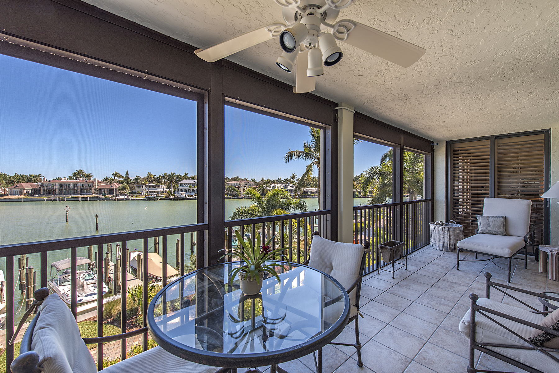 Condominio per Vendita alle ore Moorings - Admiralty Point 2400 Gulf Shore Blvd N 204 Naples, Florida, 34103 Stati Uniti