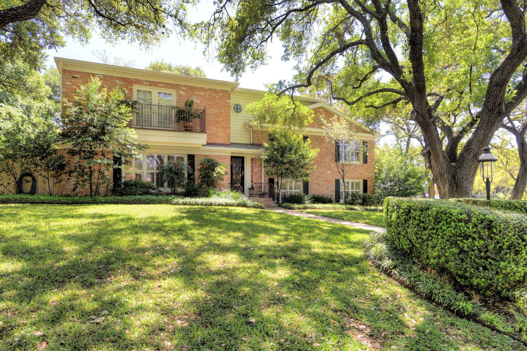 Maison unifamiliale pour l Vente à Family Home in Meadow Wood Estates in AHISD 2206 Briarwood Dr San Antonio, Texas, 78209 États-Unis