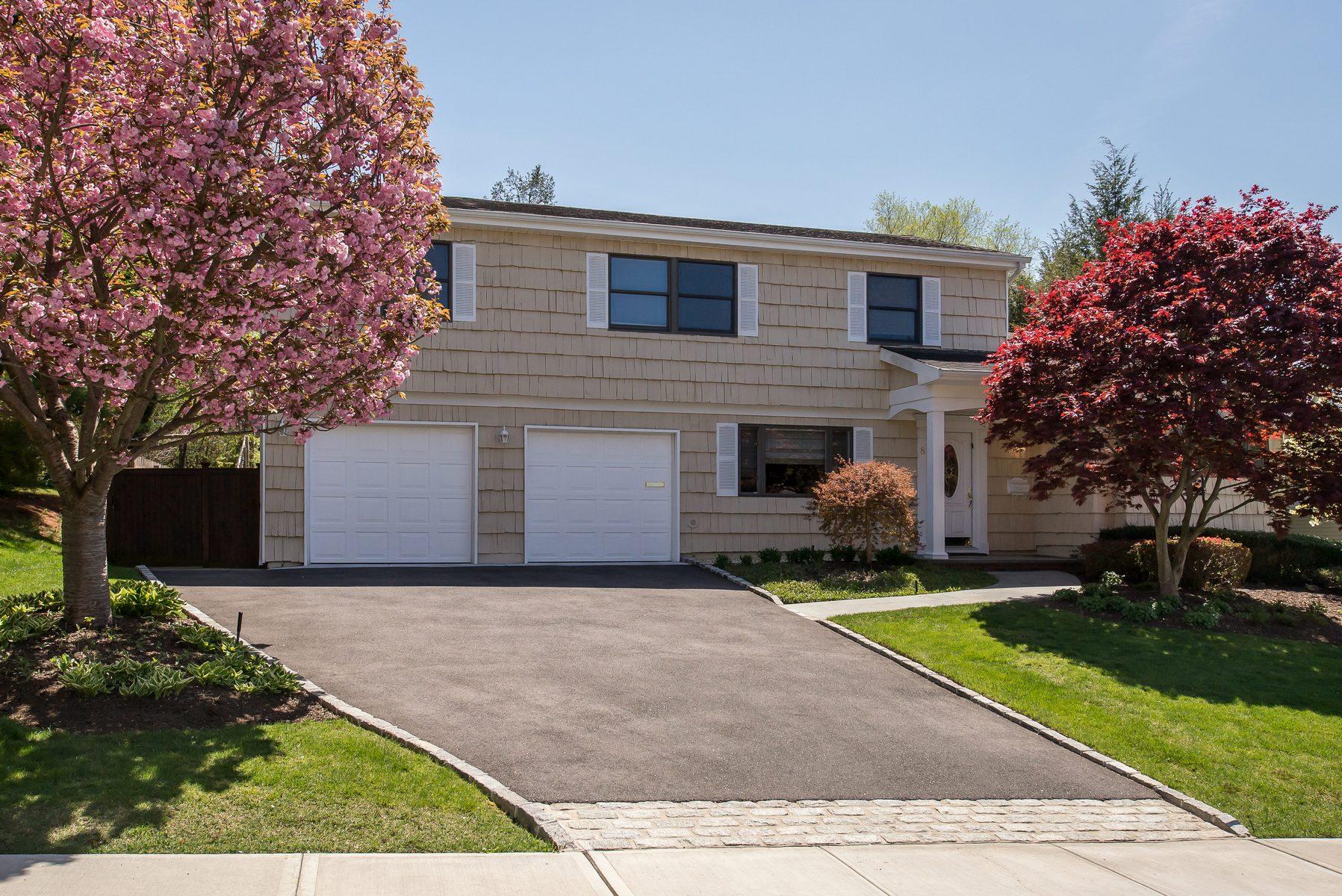 Einfamilienhaus für Verkauf beim Colonial 8 Peerless Dr Oyster Bay, New York, 11771 Vereinigte Staaten