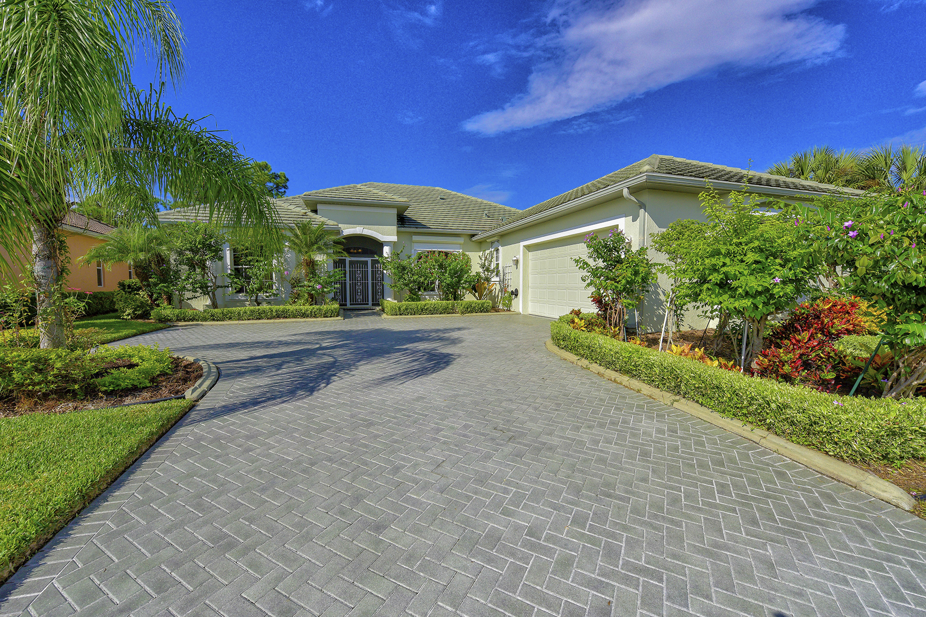 独户住宅 为 销售 在 PELICAN POINTE 1188 Tuscany Blvd Venice, 佛罗里达州 34292 美国