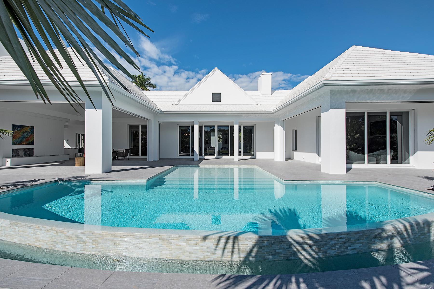 단독 가정 주택 용 매매 에 AQUALANE SHORES 840 17th Ave S Aqualane Shores, Naples, 플로리다 34102 미국