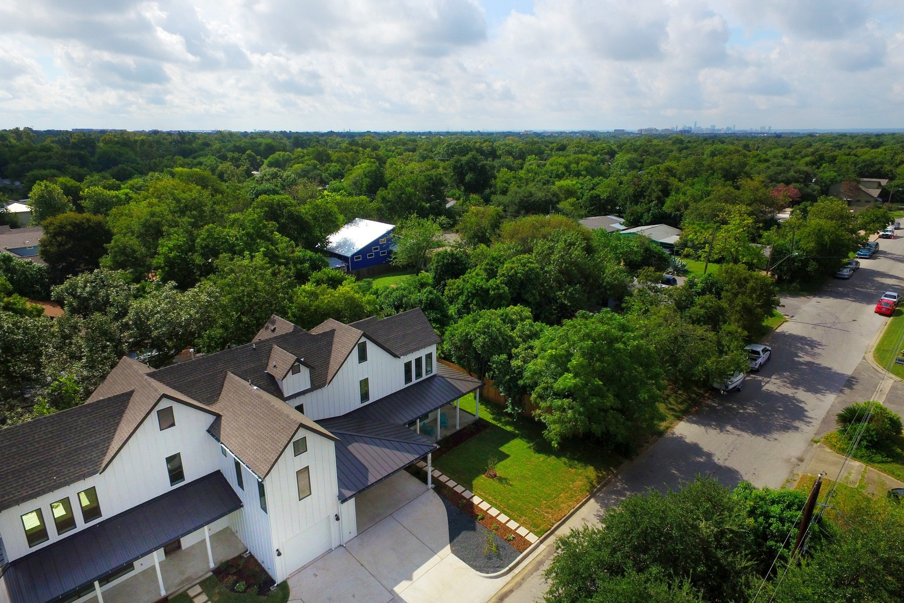 Additional photo for property listing at Beautiful New Construction in Crestview 1919 Madison Ave B Austin, Texas 78757 United States
