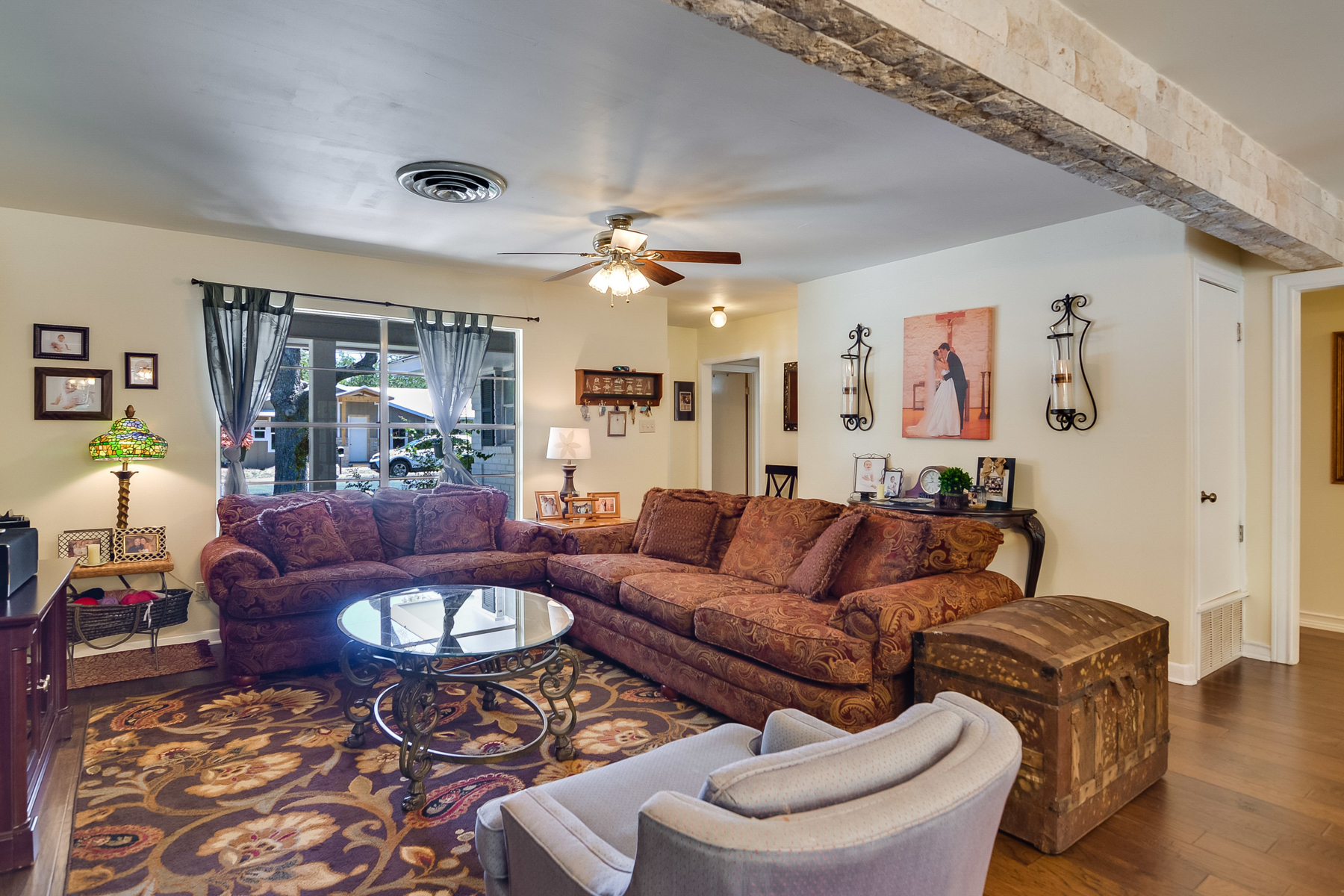 Additional photo for property listing at Beautiful Gem in Downtown Boerne 116 Roeder Boerne, Texas 78006 United States