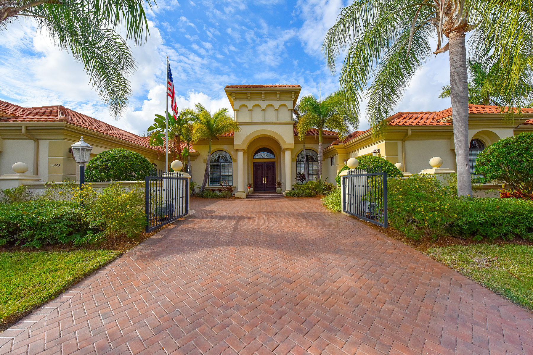 Single Family Home for Sale at PALMERS CREEK 13223 Palmers Creek Terr Lakewood Ranch, Florida, 34202 United States
