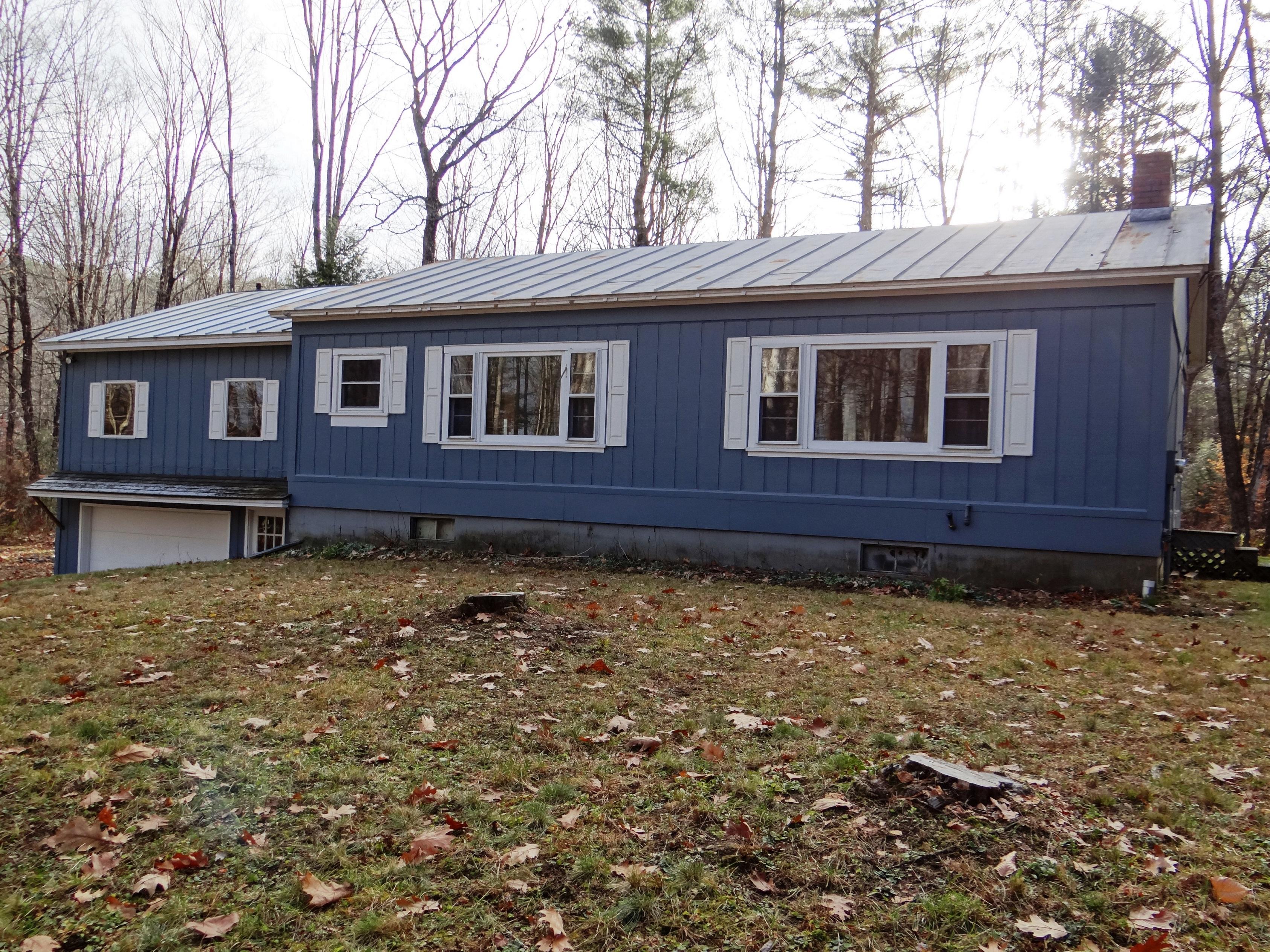 Частный односемейный дом для того Продажа на 2065 Old Quechee Road, Hartford 2065 Old Quechee Rd Hartford, Вермонт, 05001 Соединенные Штаты