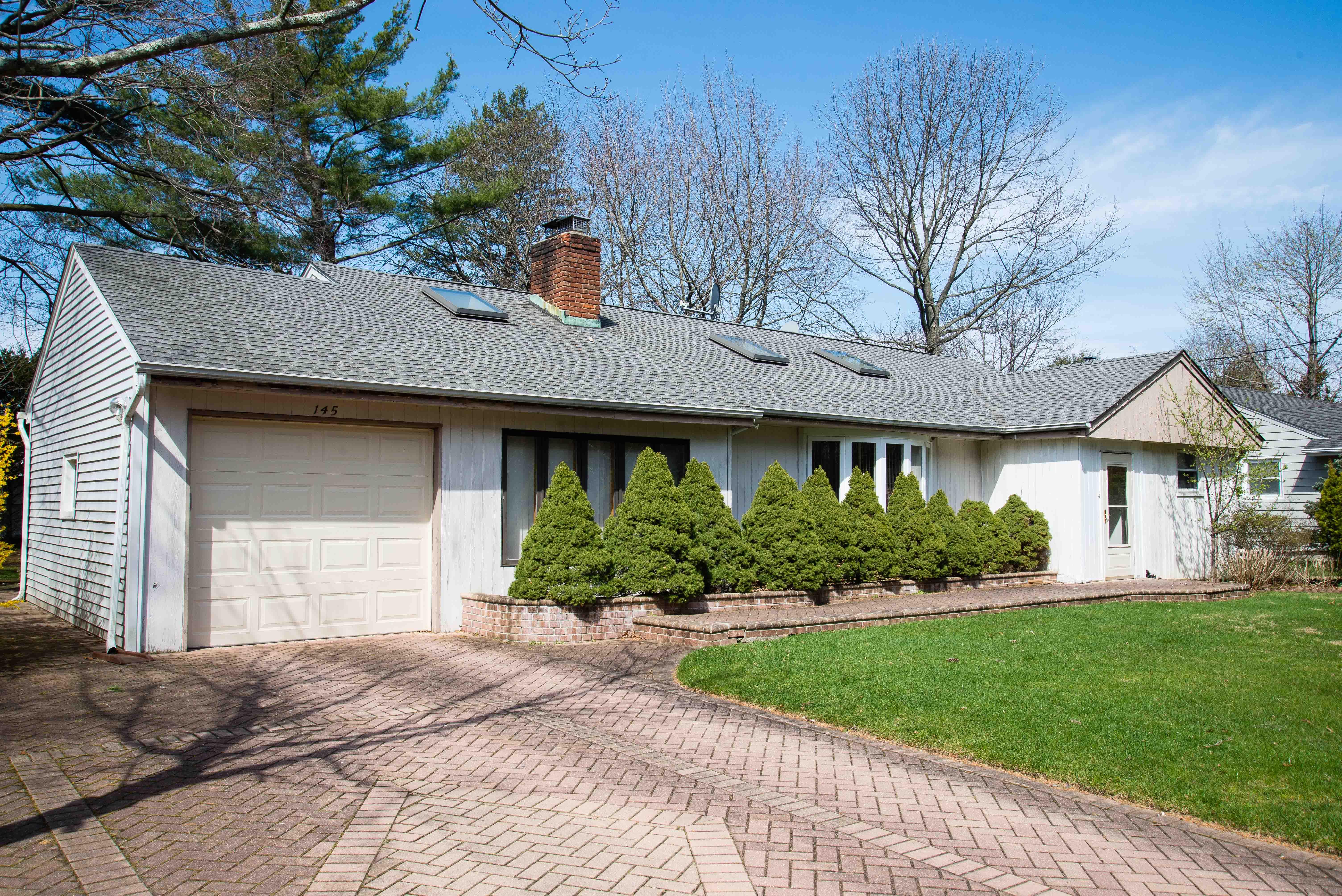 Villa per Vendita alle ore Ranch 145 Cold Spring Rd Syosset, New York, 11791 Stati Uniti