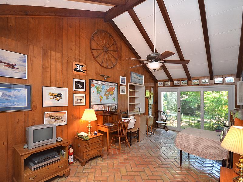 Casa para uma família para Venda às Ranch 18 Hemlock Ln Glen Cove, Nova York 11542 Estados Unidos