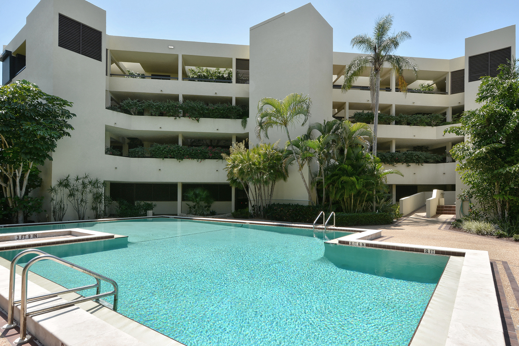 Condominium for Sale at LONGBOAT KEY 5461 Gulf Of Mexico Dr 305 Longboat Key, Florida 34228 United States