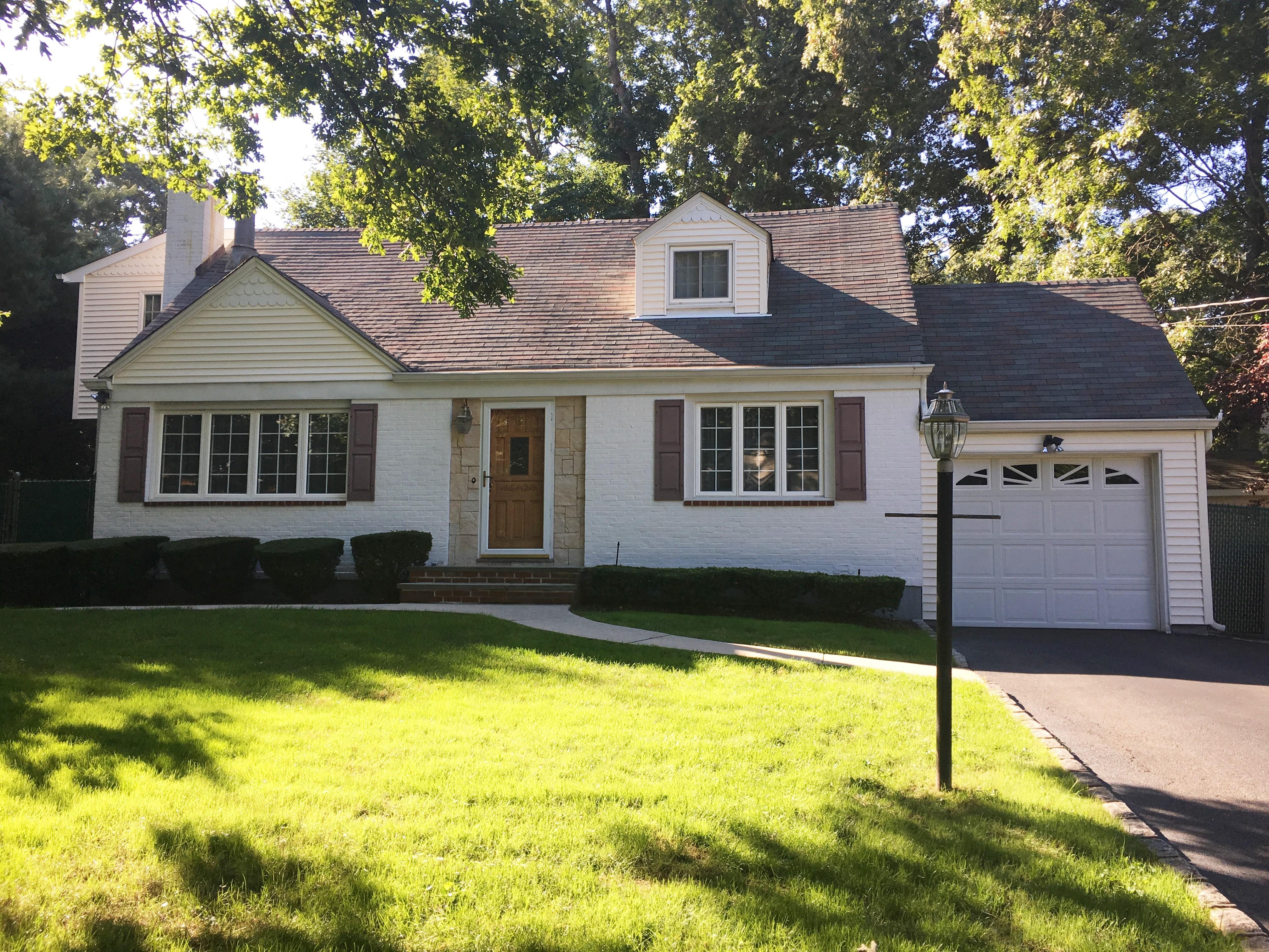 Einfamilienhaus für Verkauf beim S. Huntington 49 Sheridan St Huntington, New York, 11743 Vereinigte Staaten