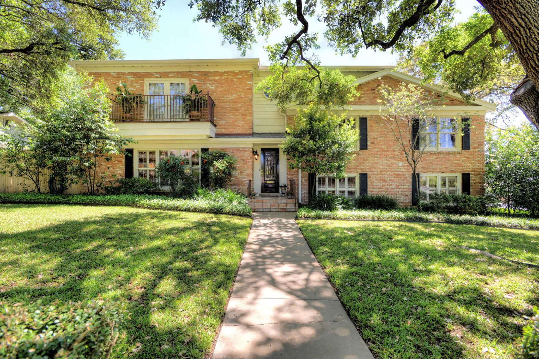 Maison unifamiliale pour l Vente à Family Home in Meadow Wood Estates in AHISD 2206 Briarwood Dr San Antonio, Texas, 78209 États-Unis