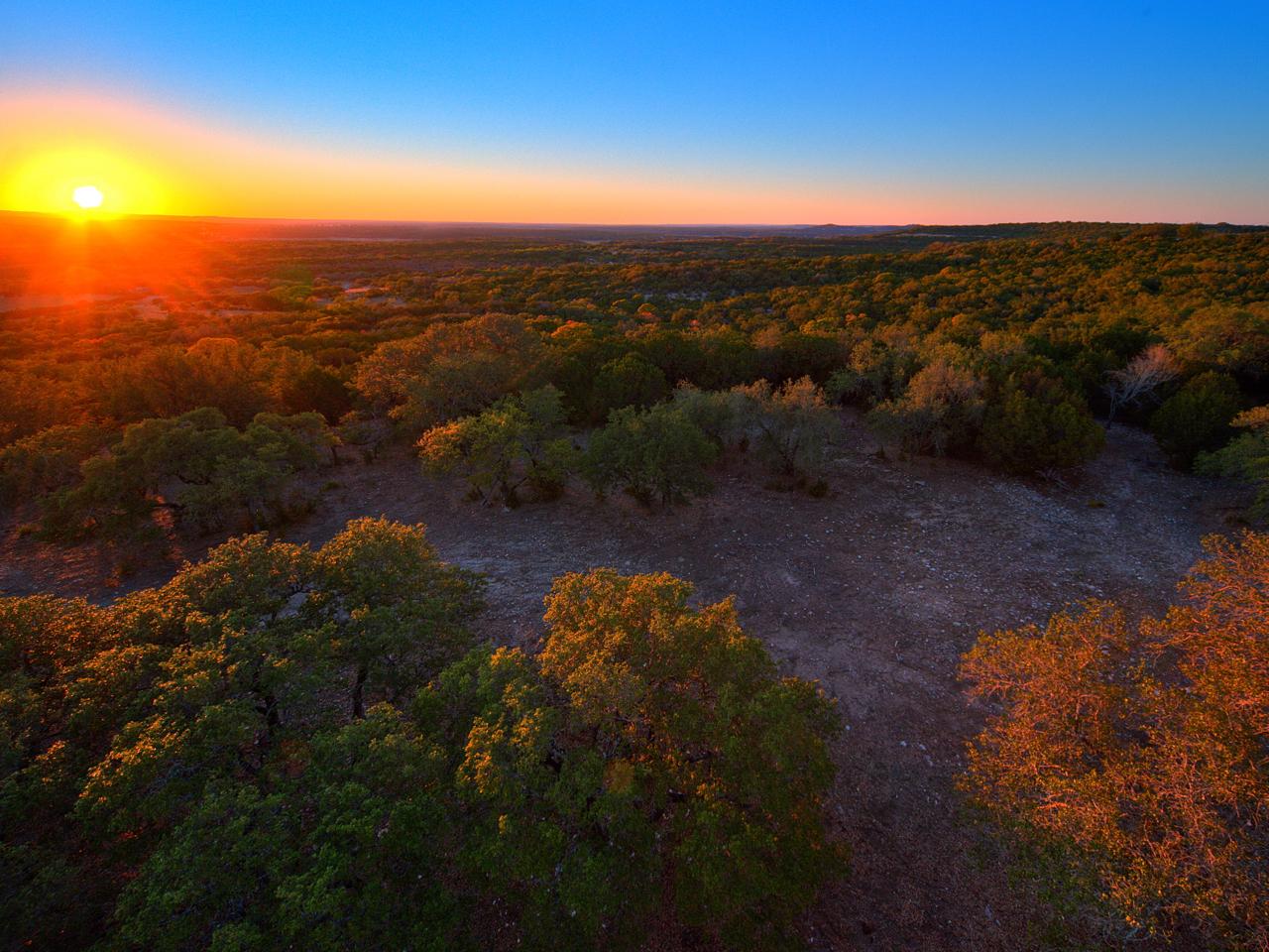 Additional photo for property listing at Travis Peak Lookout- Lake Travis 70 Acres Travis Peak- Lake Travis Marble Falls, Texas 78654 Estados Unidos