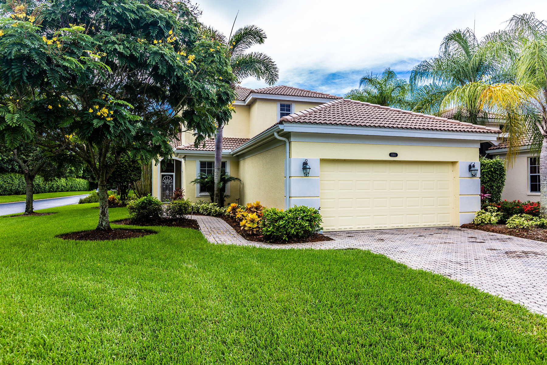 Single Family Home for Sale at FIDDLER'S CREEK - PEPPER TREE 8560 Pepper Tree Way Naples, Florida, 34114 United States