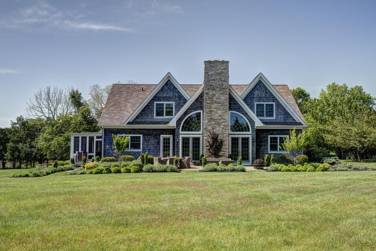 Частный односемейный дом для того Продажа на Traditional 13565 Main Bayview Rd Southold, Нью-Йорк, 11971 Соединенные Штаты