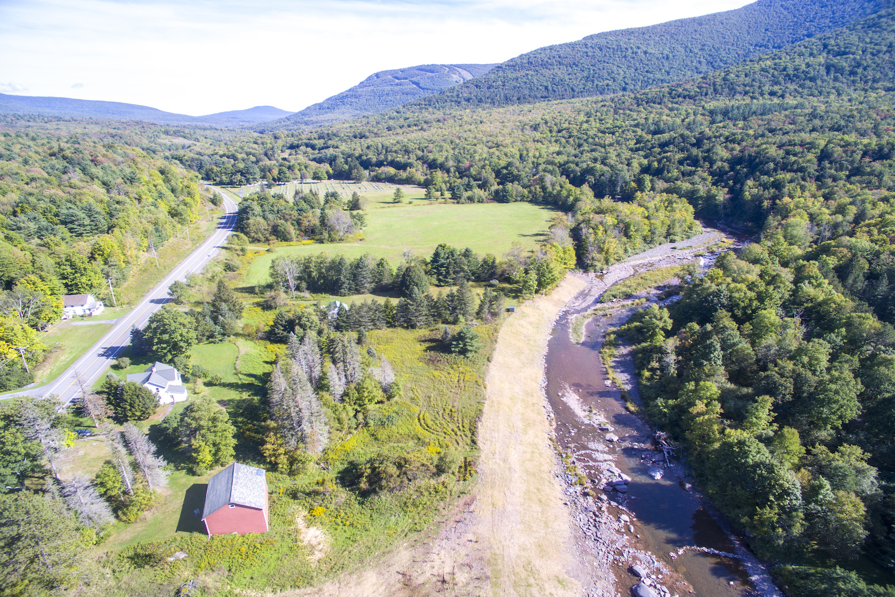 Maison unifamiliale pour l Vente à Farm House With Incredible View of Schoharie Creek 9093 Route 23a Jewett, New York 12444 États-Unis