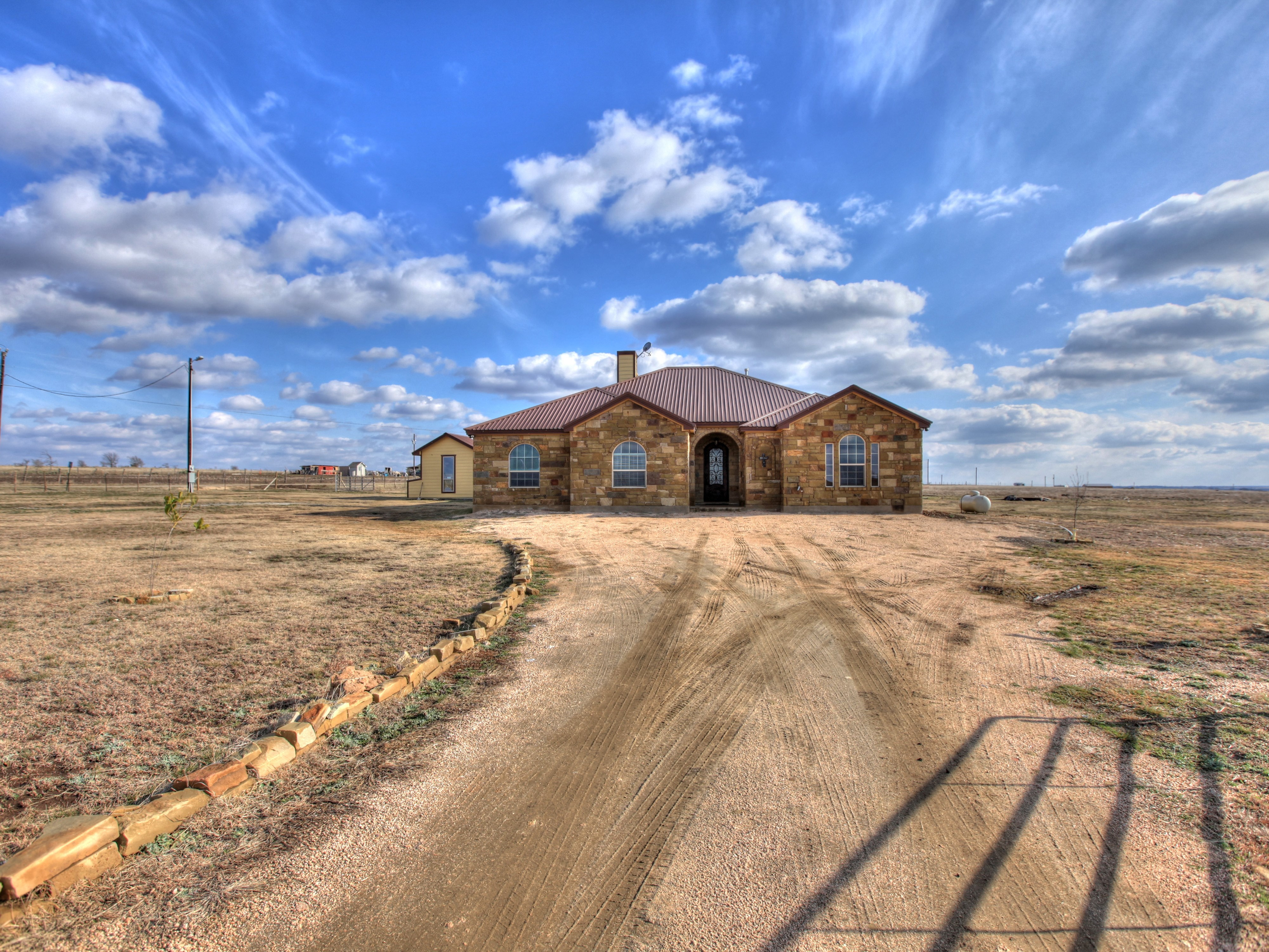 단독 가정 주택 용 매매 에 Custom Built Home on 8 Acres 3935 County Road 211 Bertram, 텍사스 78605 미국