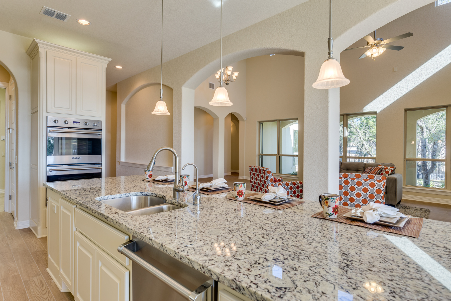 Additional photo for property listing at Stunning New Construction in The Dominion 7214 Bluff Run San Antonio, Texas 78257 Estados Unidos
