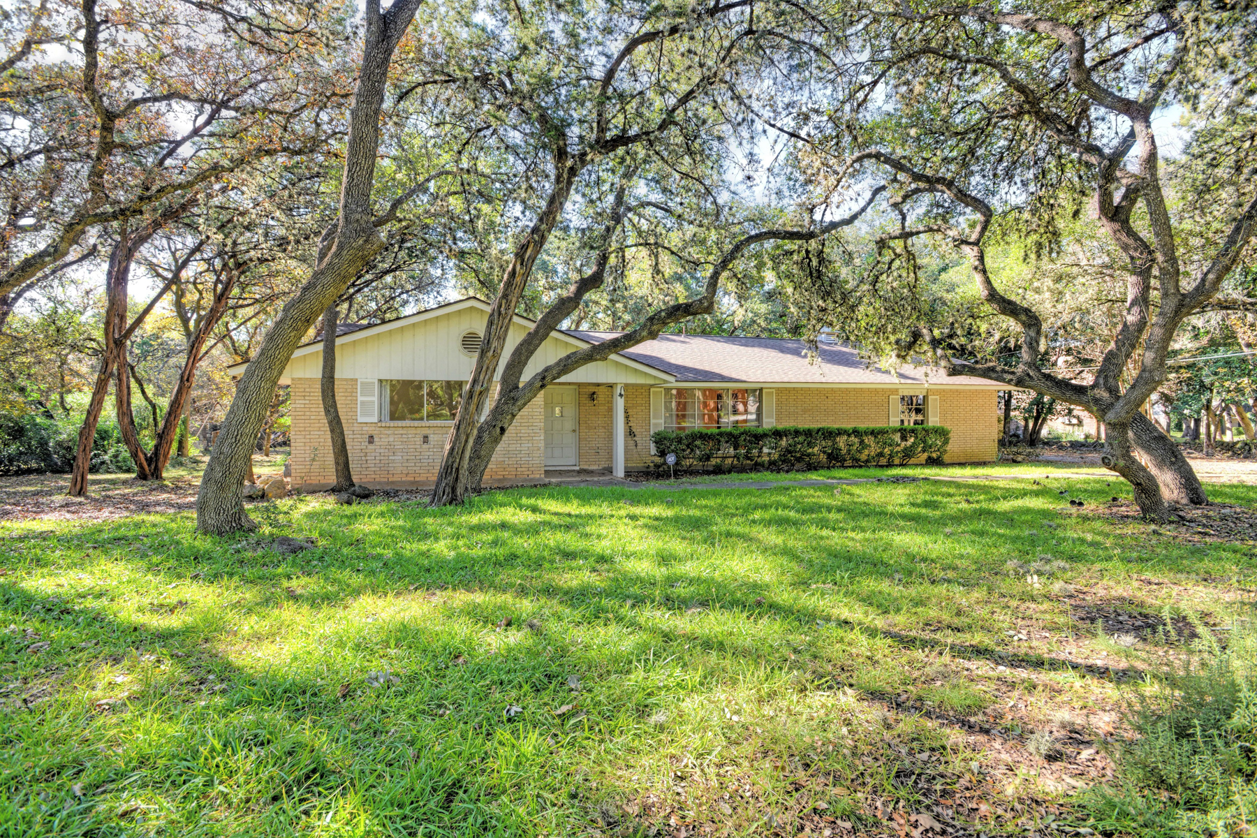 Single Family Home for Sale at Stunning Single-Story Property in Shavano Park 118 Elm Spring Ln Shavano Park, Texas 78231 United States