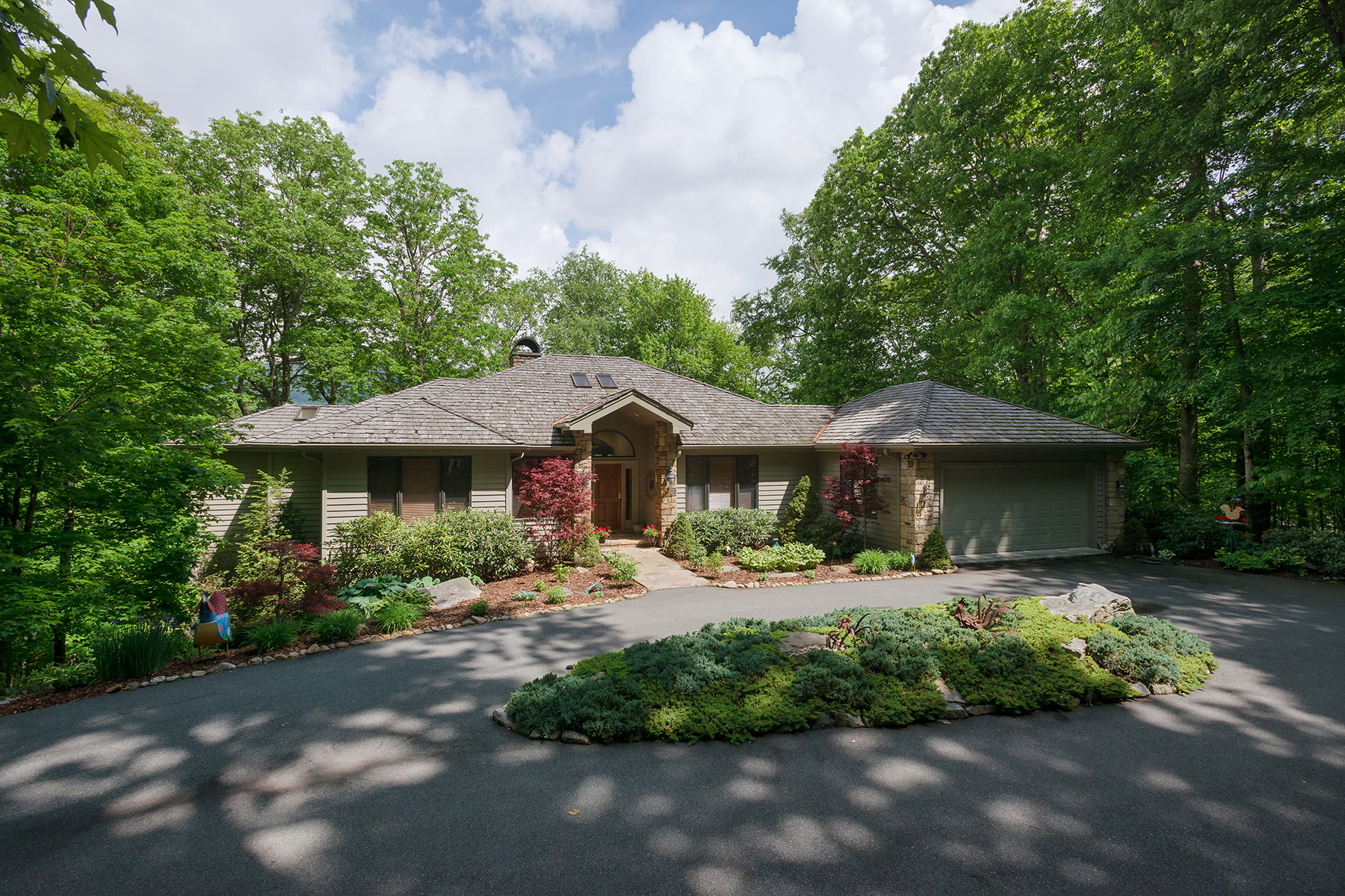 Single Family Home for Sale at LINVILLE - LINVILLE RIDGE 1038 Ridge Drive 10 Linville, North Carolina, 28646 United States