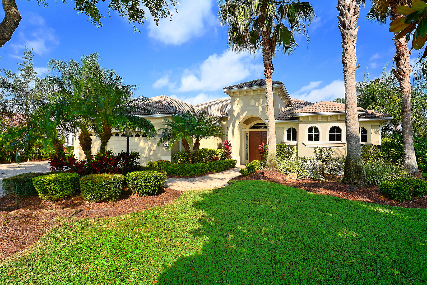 Single Family Home for Sale at LAKEWOOD RANCH 7031 Twin Hills Terr Lakewood Ranch, Florida, 34202 United States